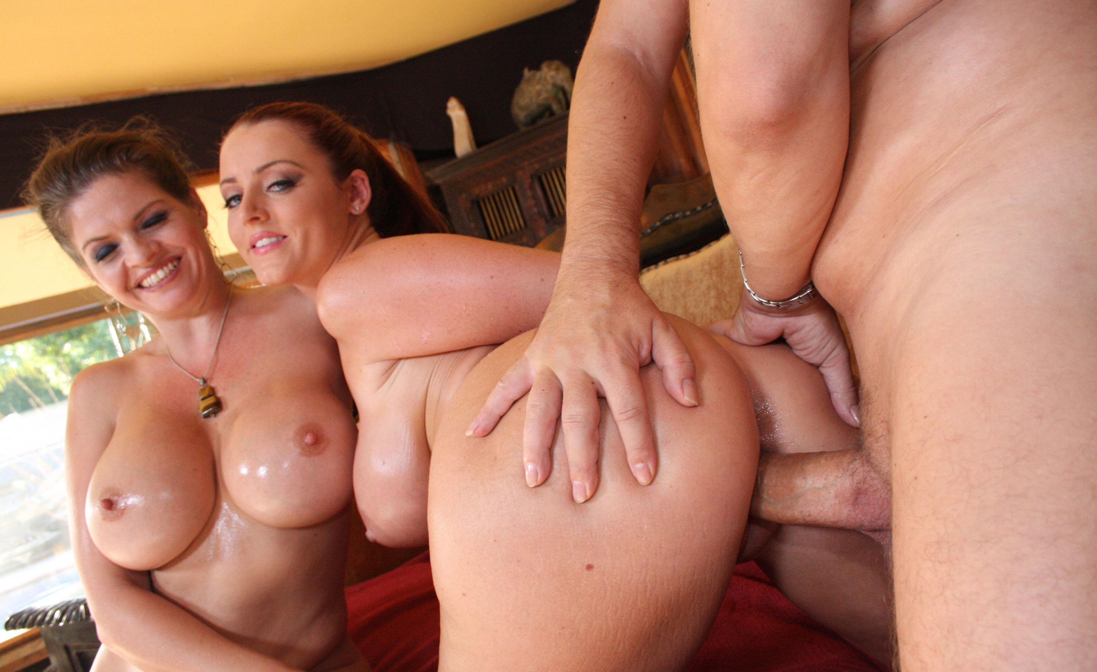 Секс с двумя сисястыми тёлками 11 фотография