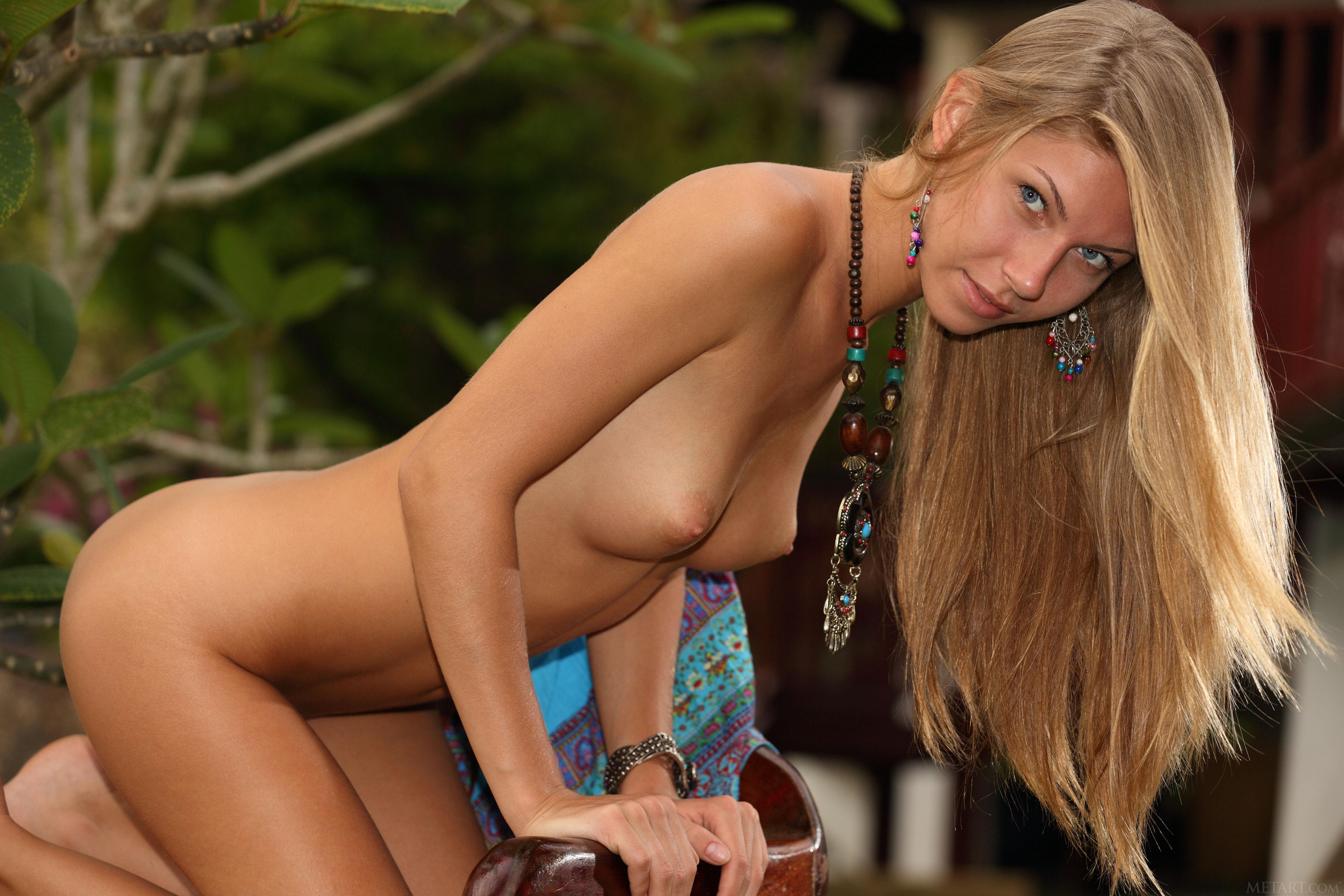 Hot nude sluts tied up