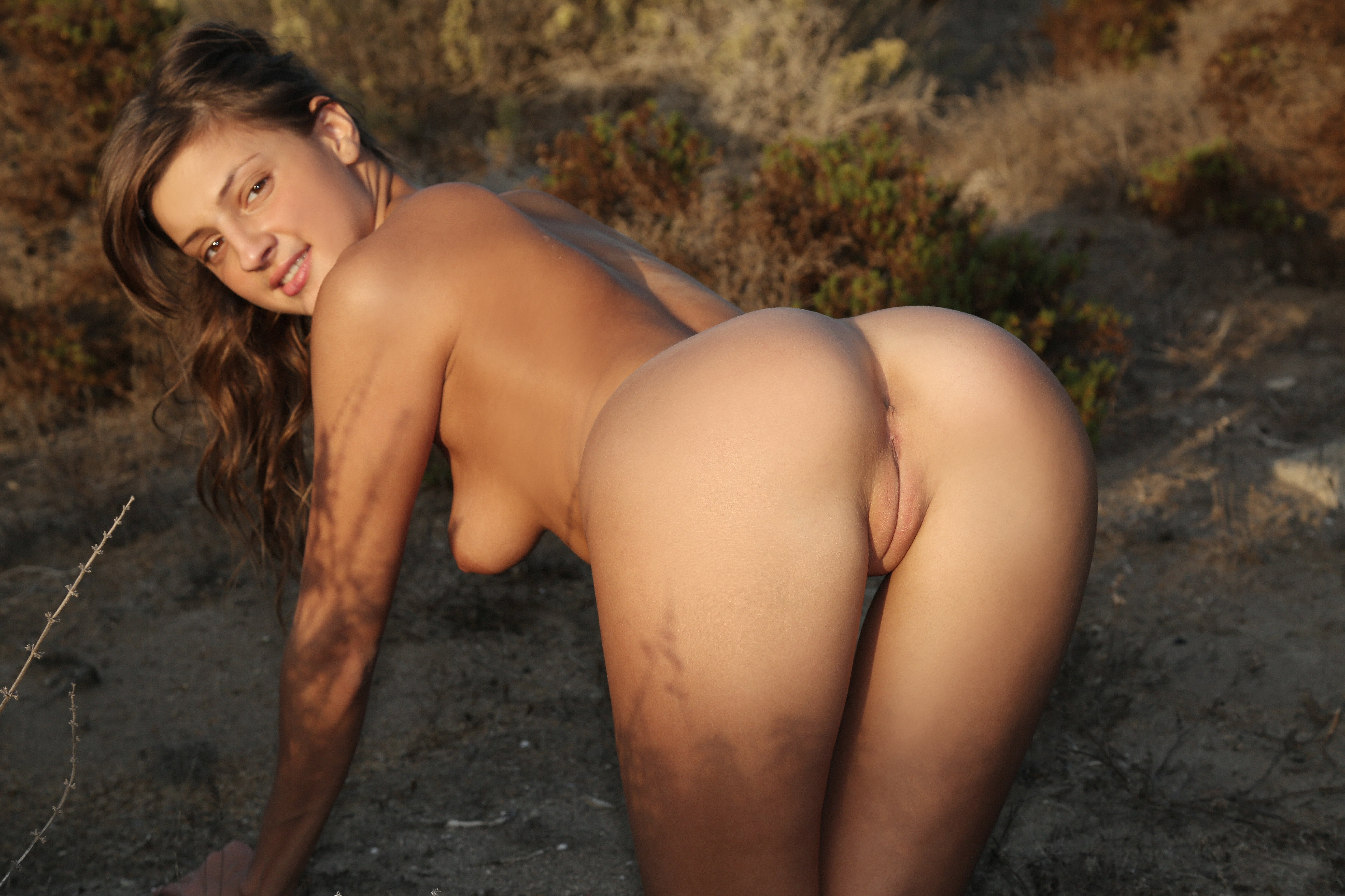 young girl naked arse