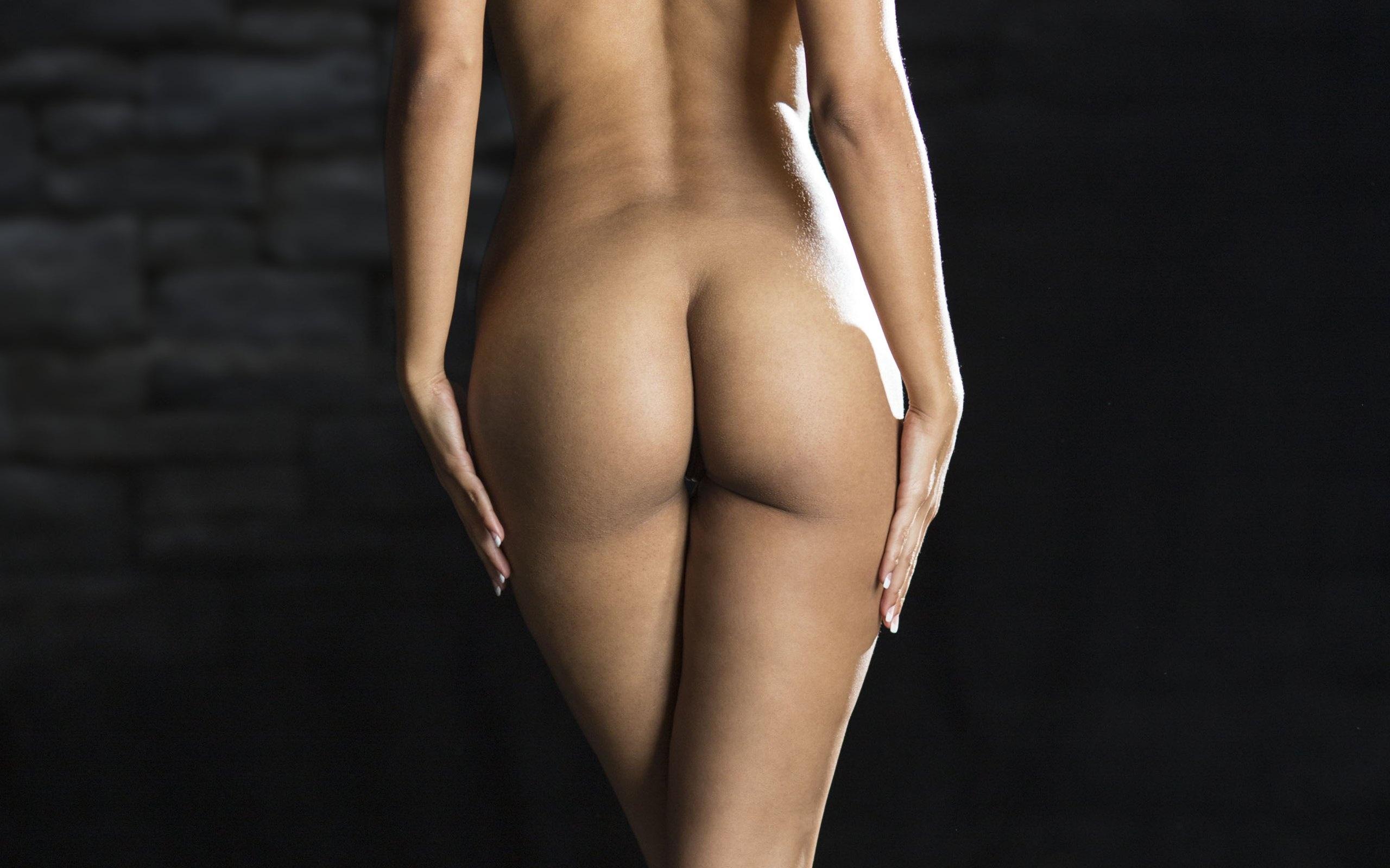foto-golie-popki-oboi