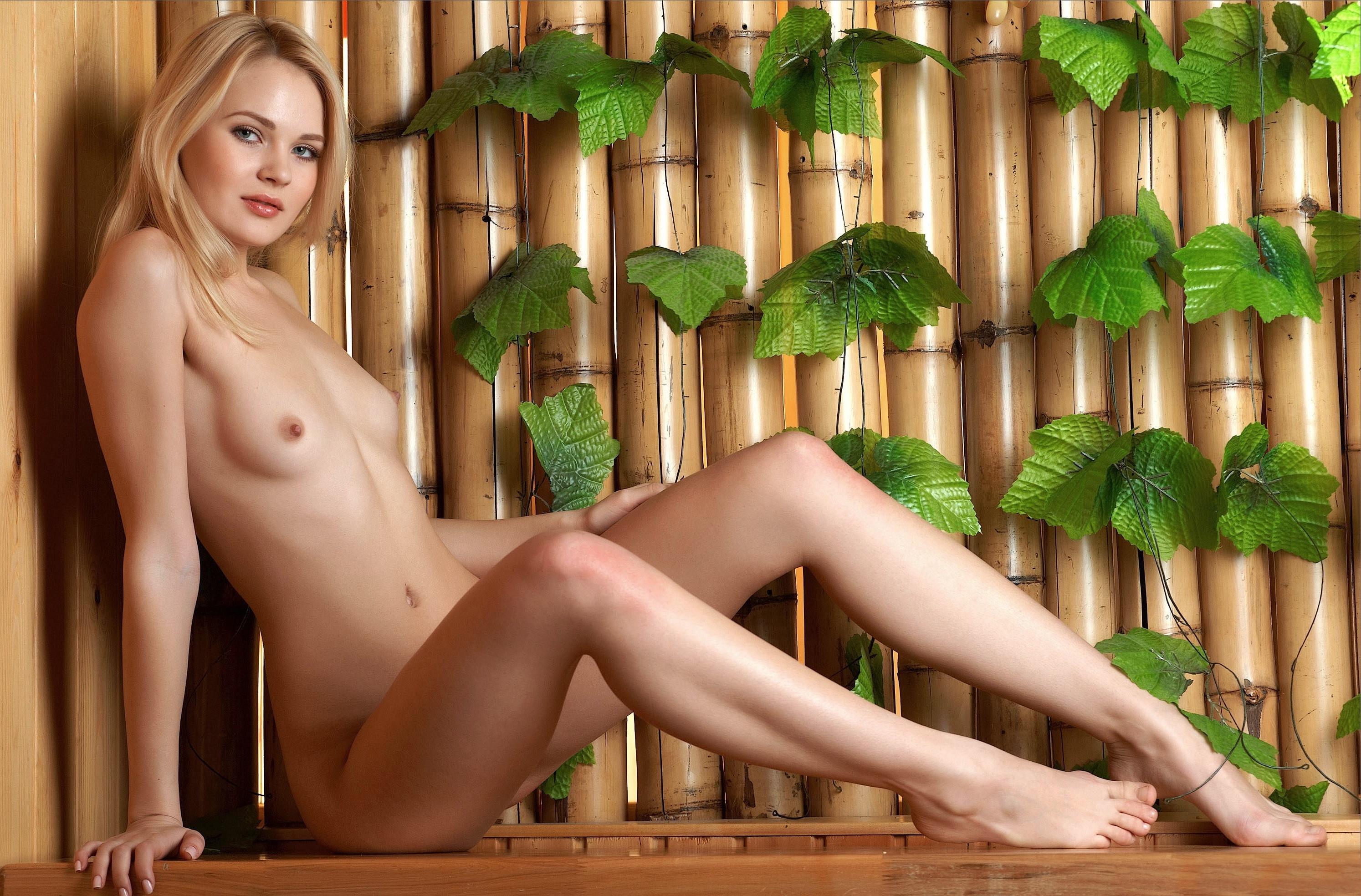 Nude model young fruit — img 2