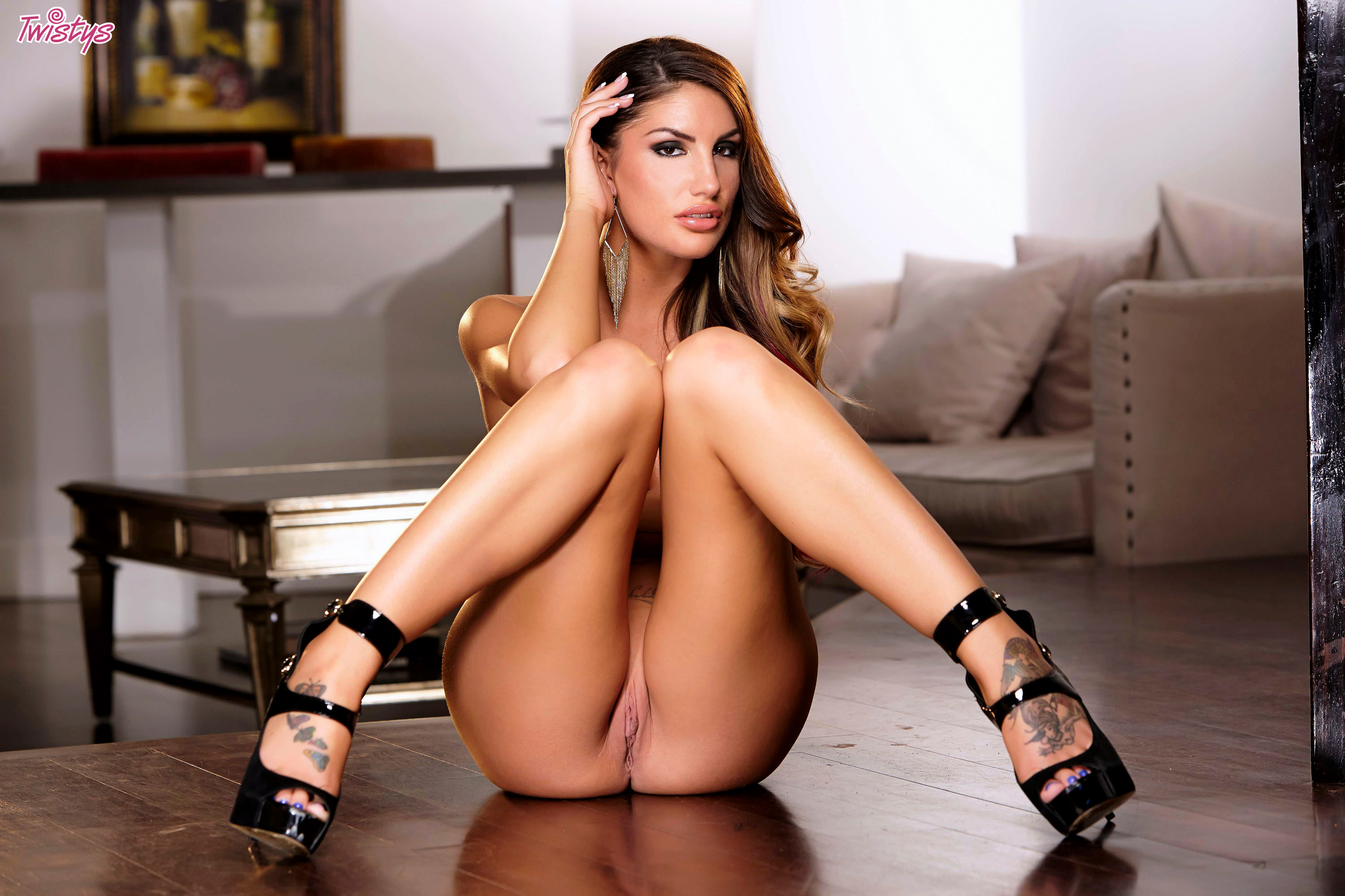 High heel boots and pussy