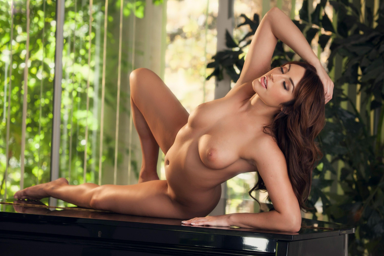 Christiana cinn naked