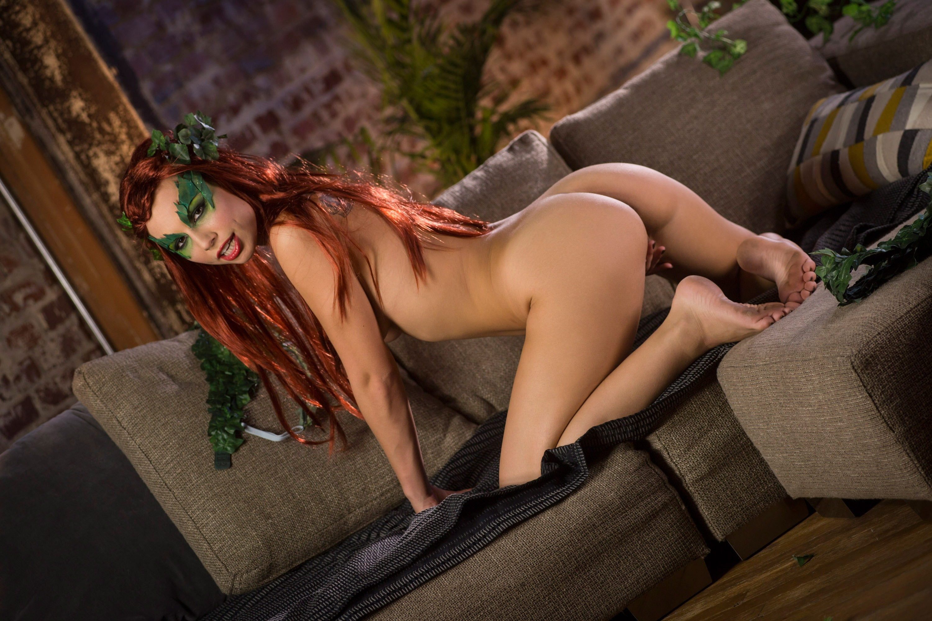 hot naked poison ivy