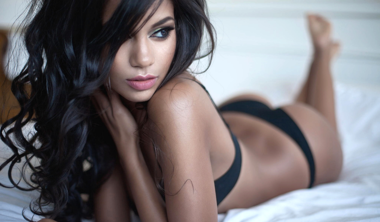 Фото девушки брюнетки в красивой белье 11 фотография