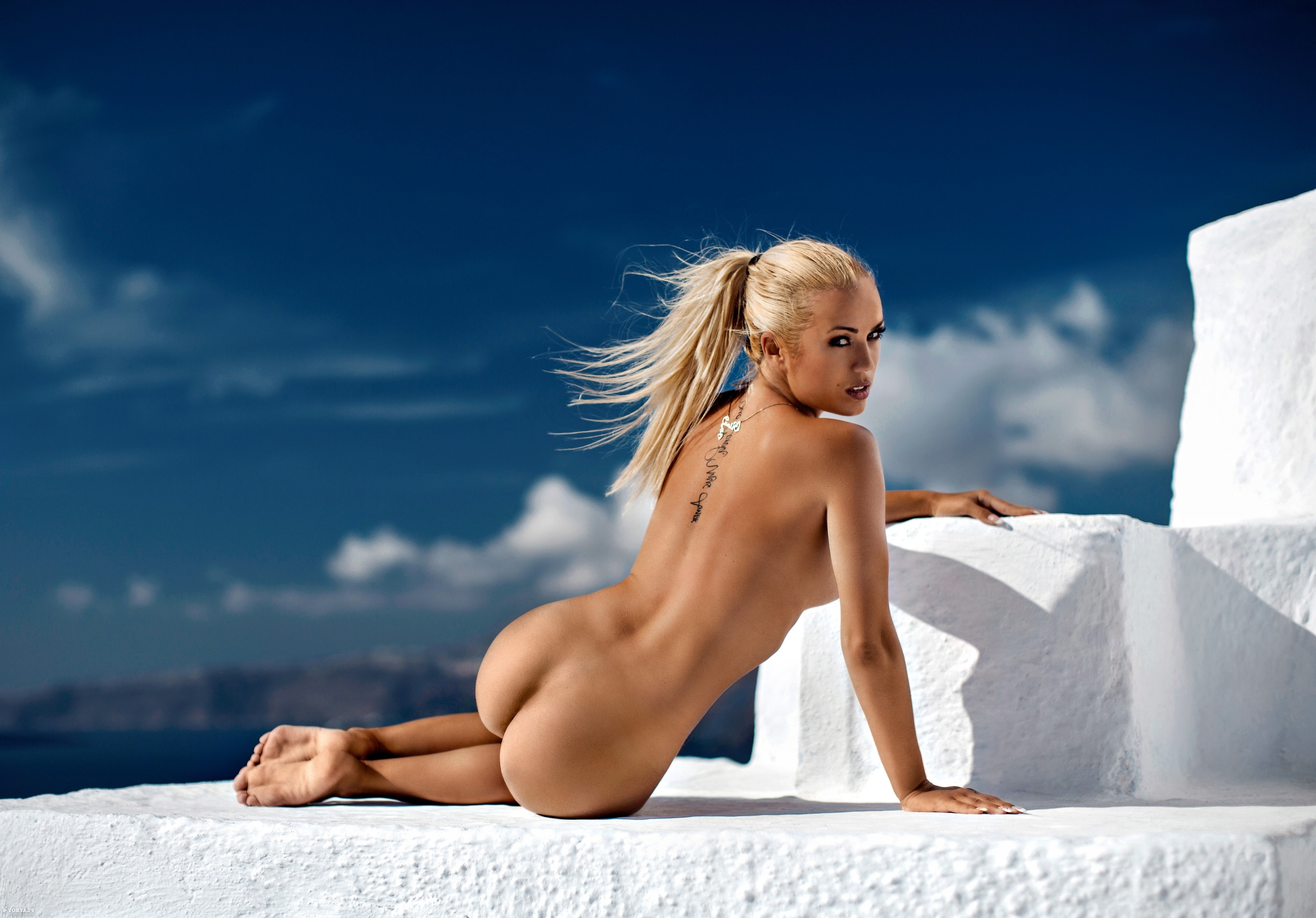 girl poses nude butt