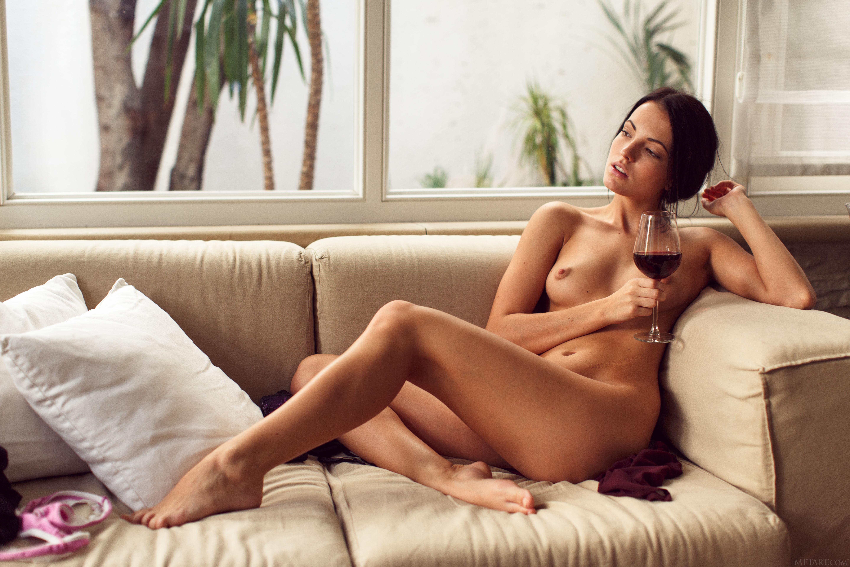 Wine Nude 103