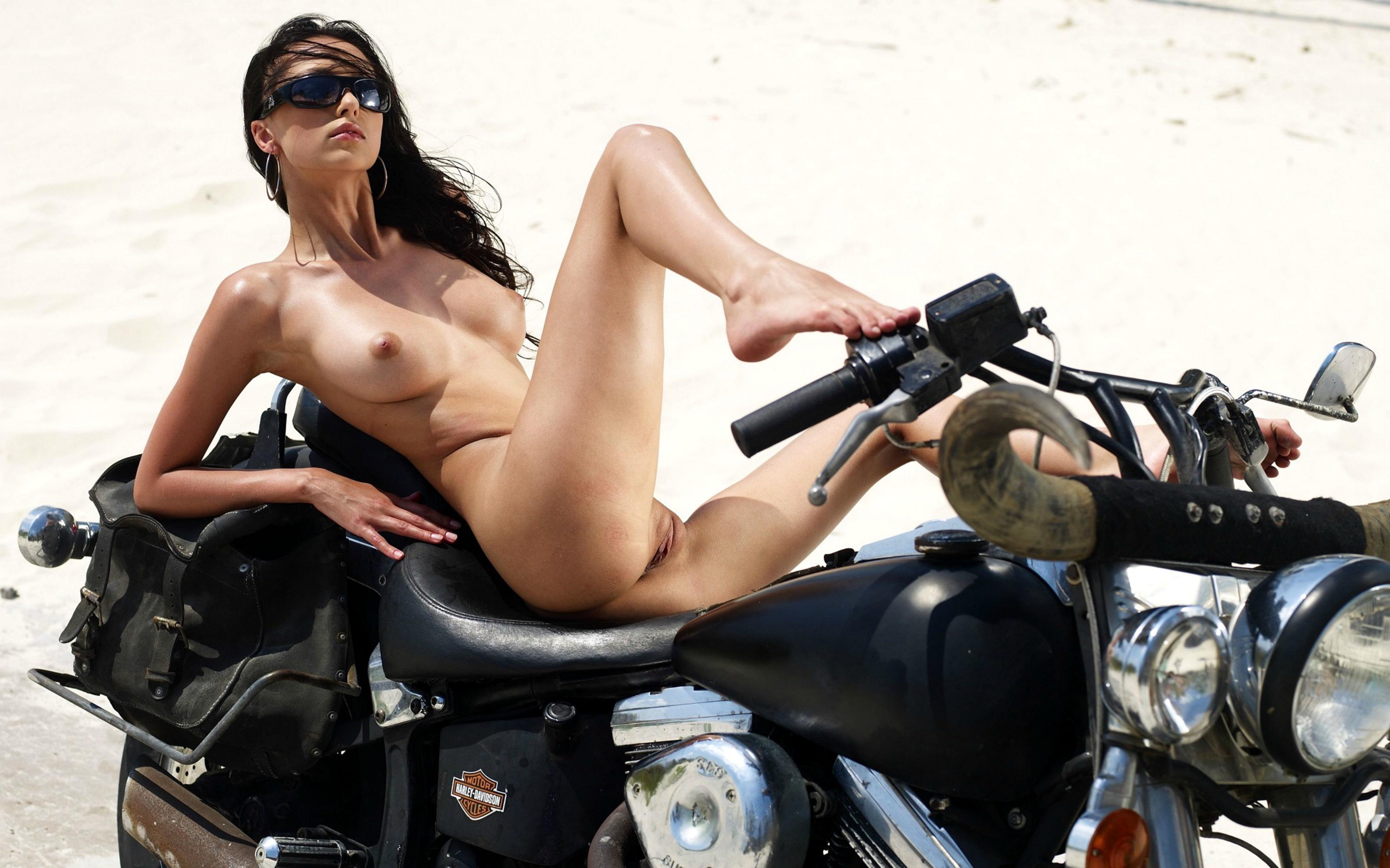 Motocross girl nude ass