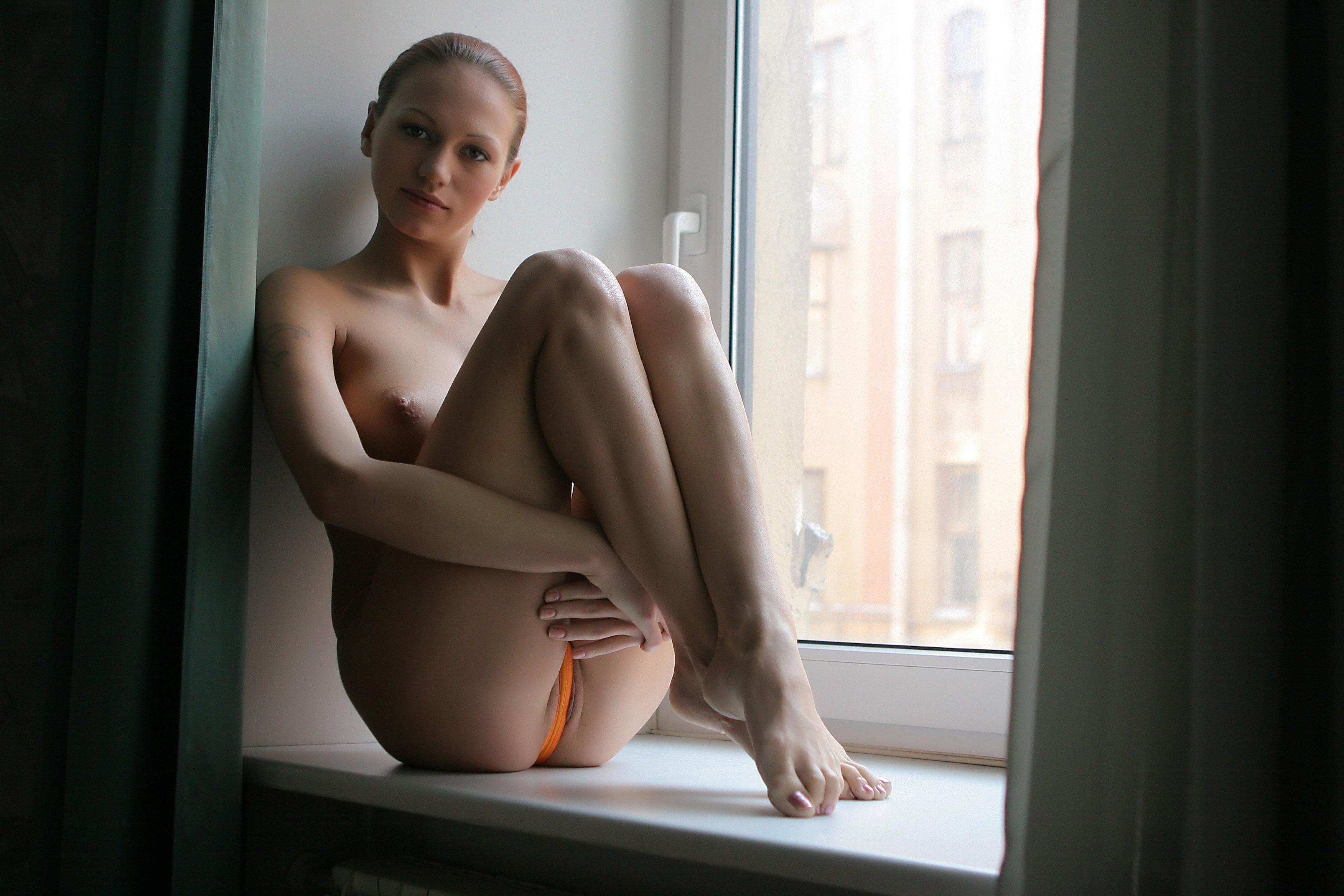 naked avi