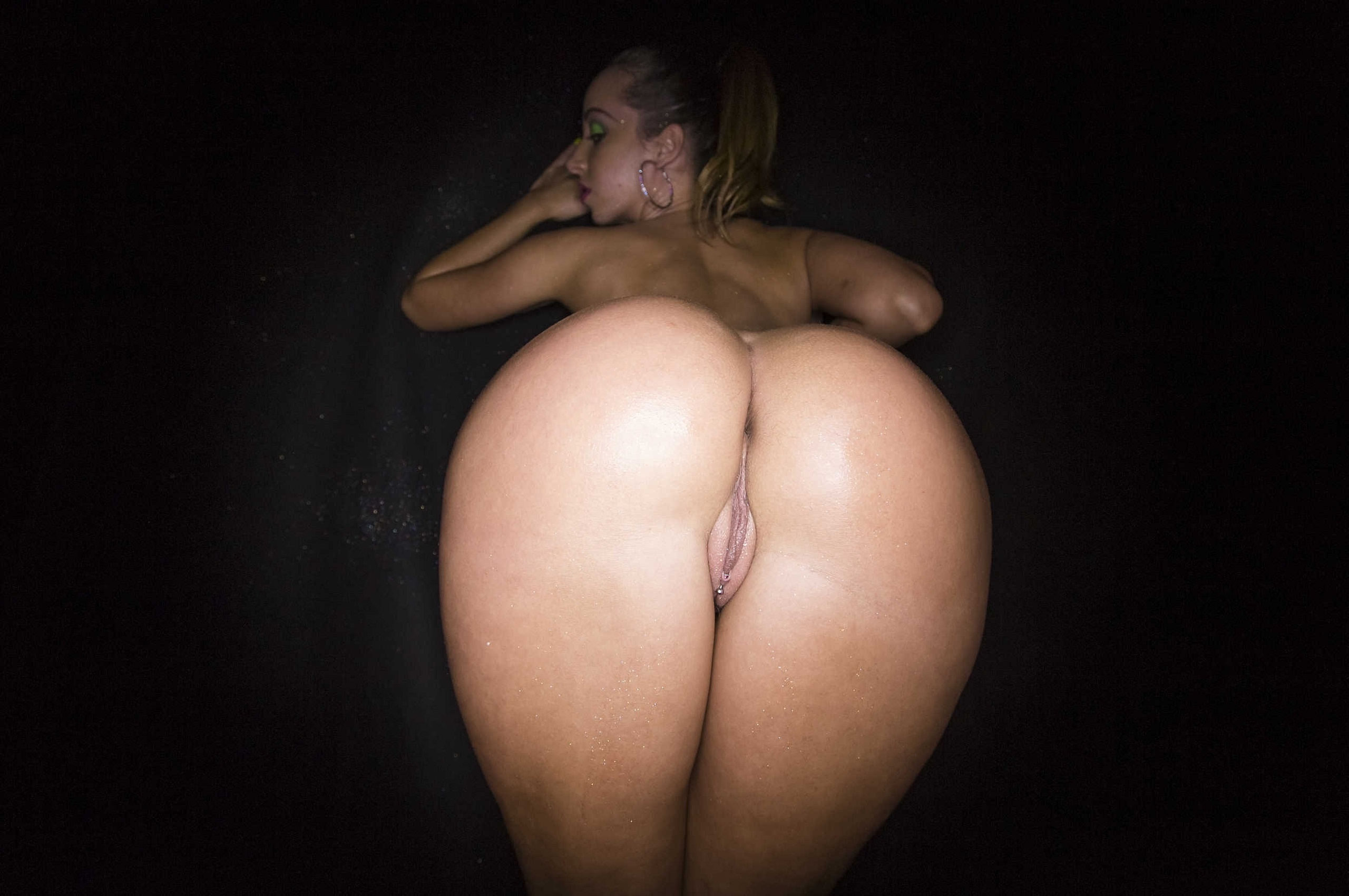 Sexy round bubble butt apologise