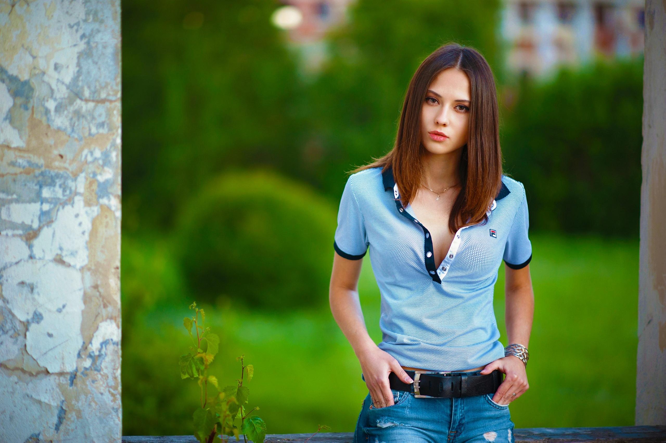милая девушка волосы блузка без смс