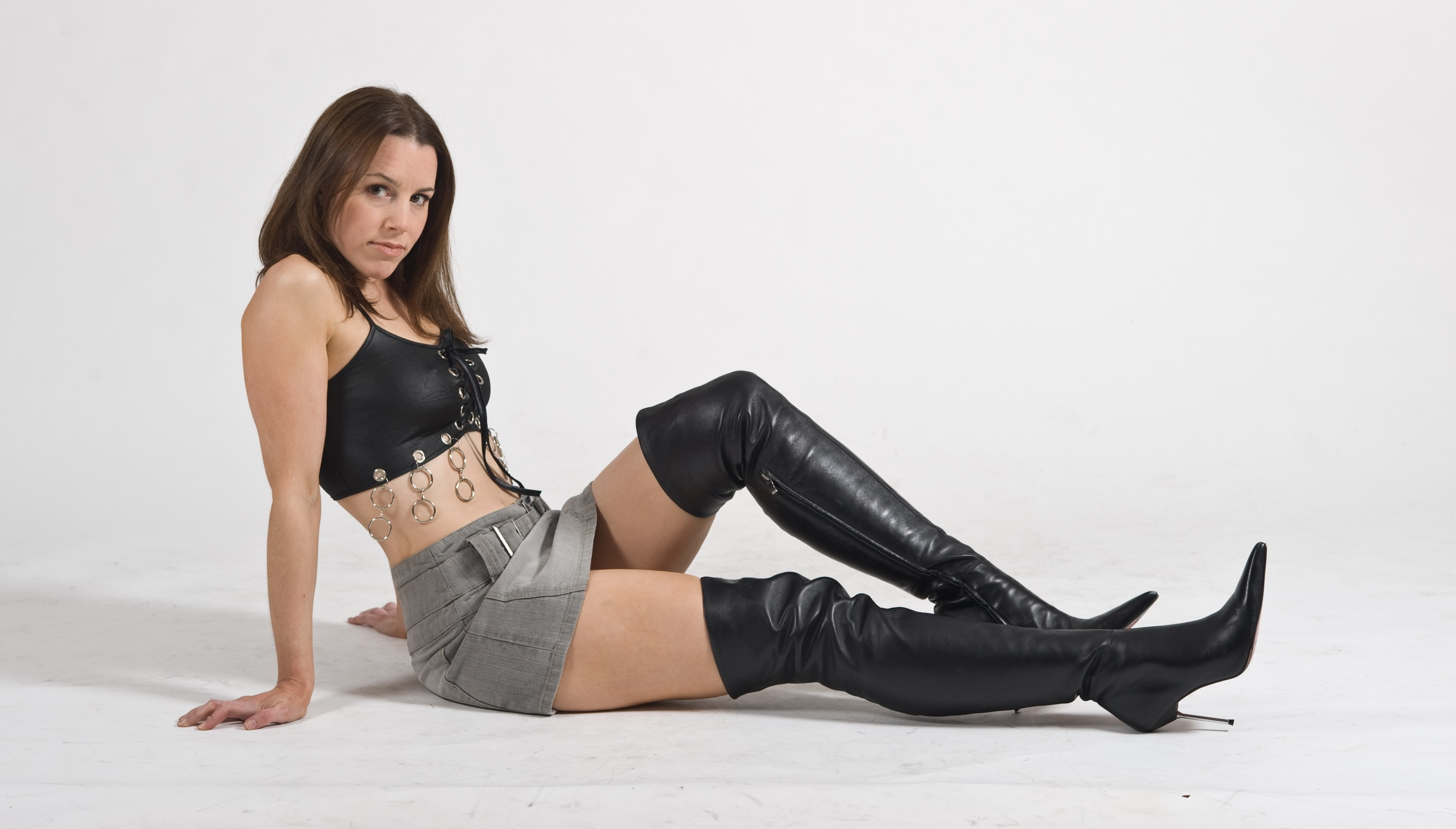 Top rated Euro babe Lou Charmelle strikes sexy poses in kinky black boots № 839766  скачать
