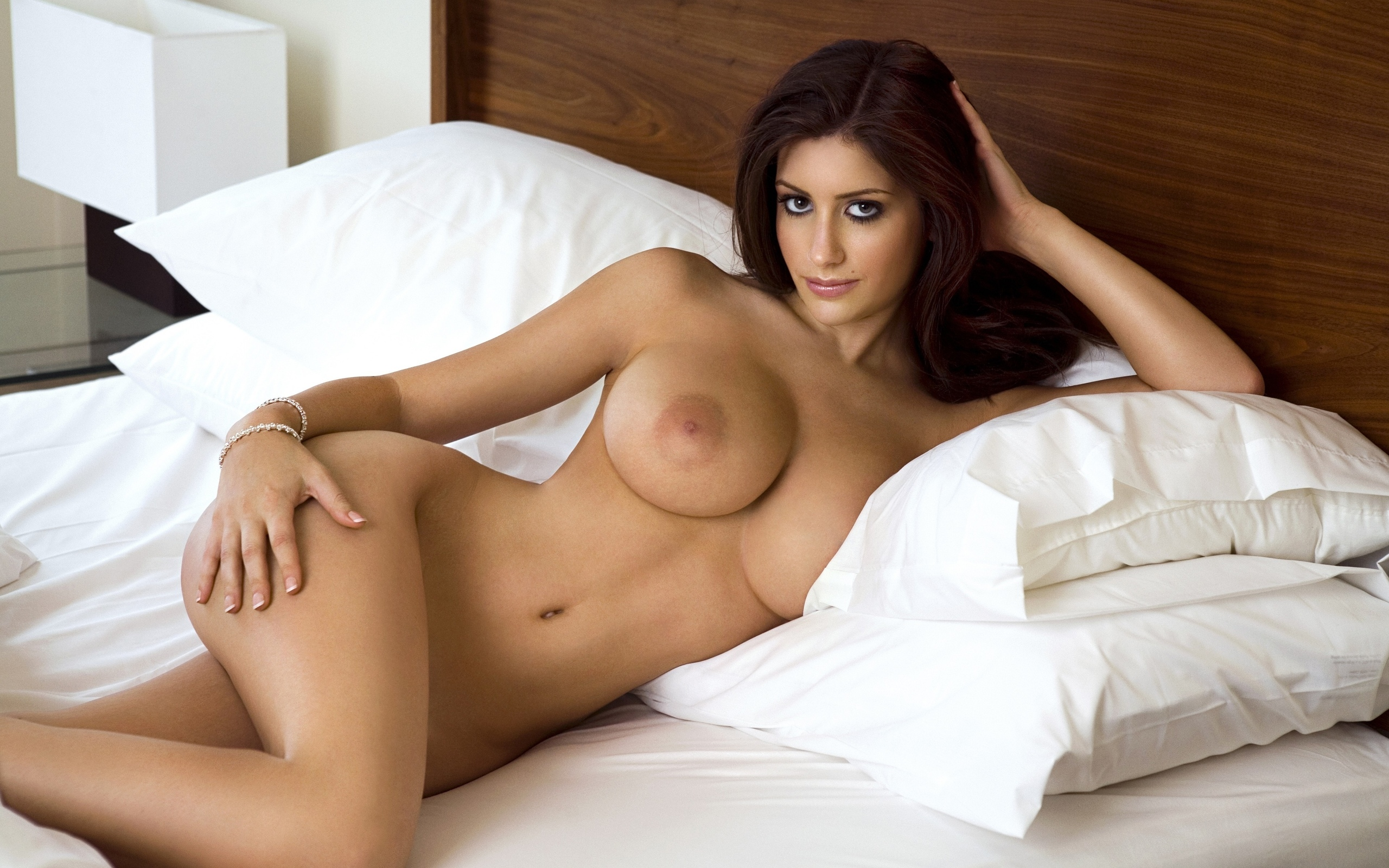 posing bed nude brunette perfect on