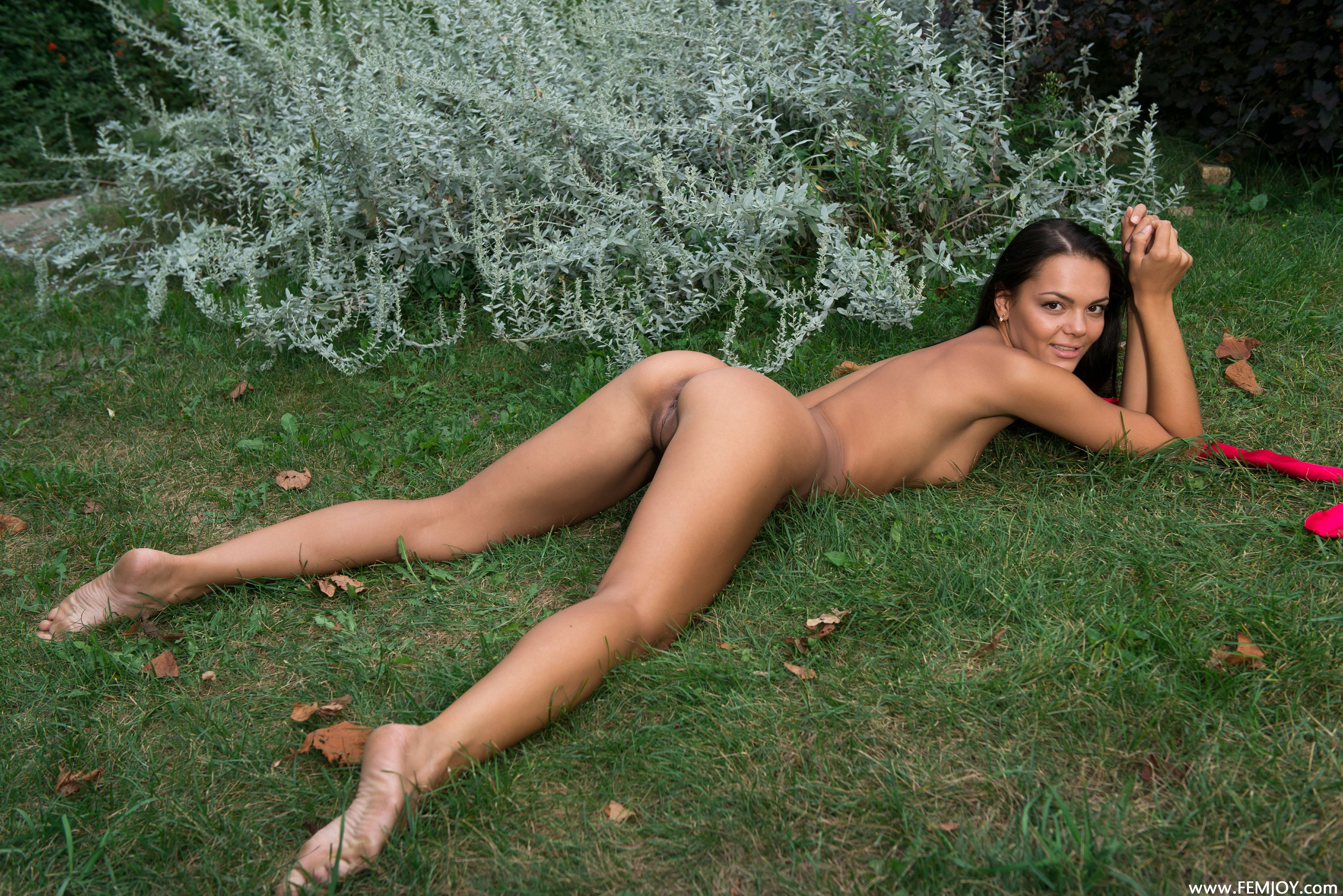 shaved tan brunette indian women nude