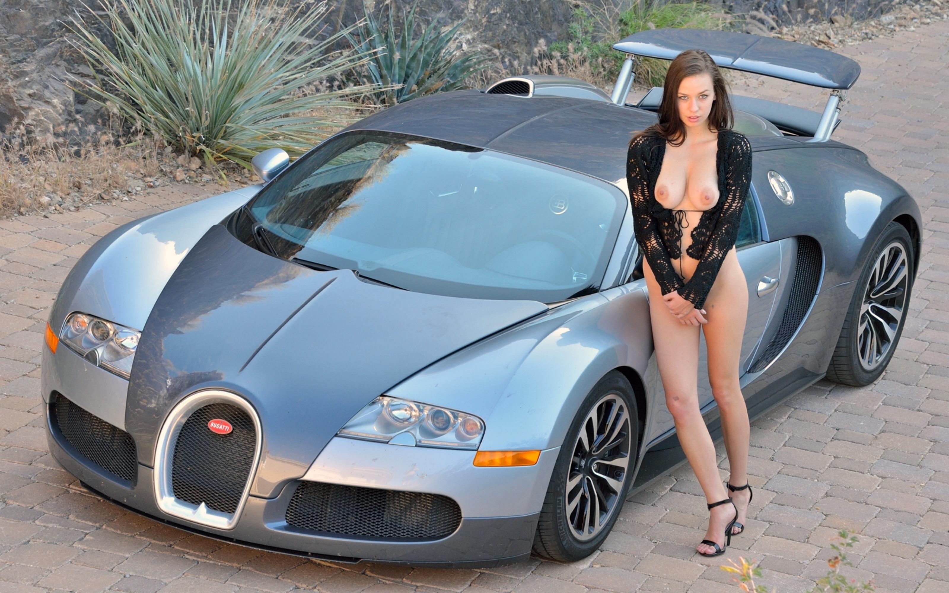 Сексуальные девушки возле машин 7 фотография