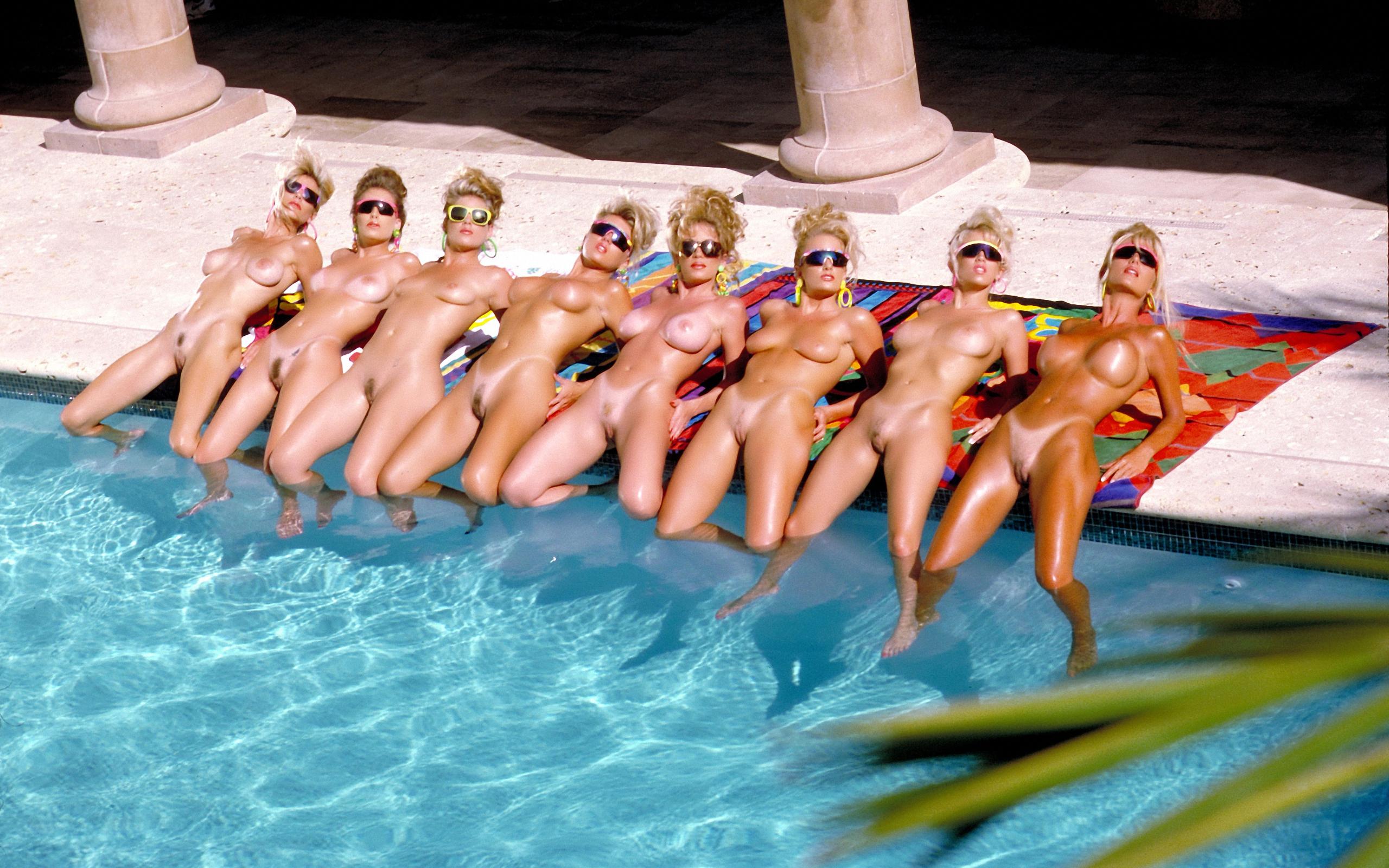 Смотреть эротику с девушками в бассейне 19 фотография
