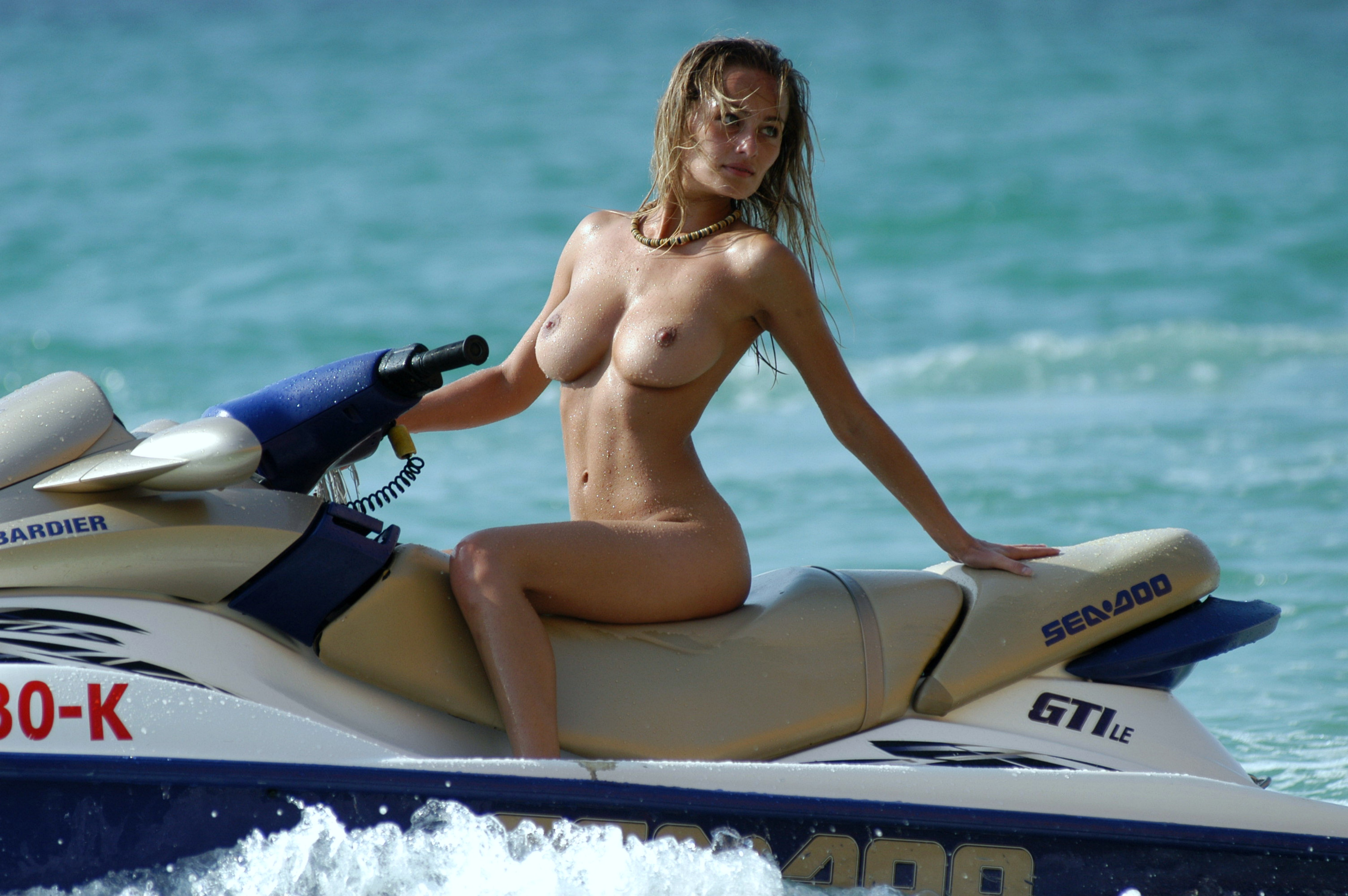 Фото девушки на море голышом 13 фотография