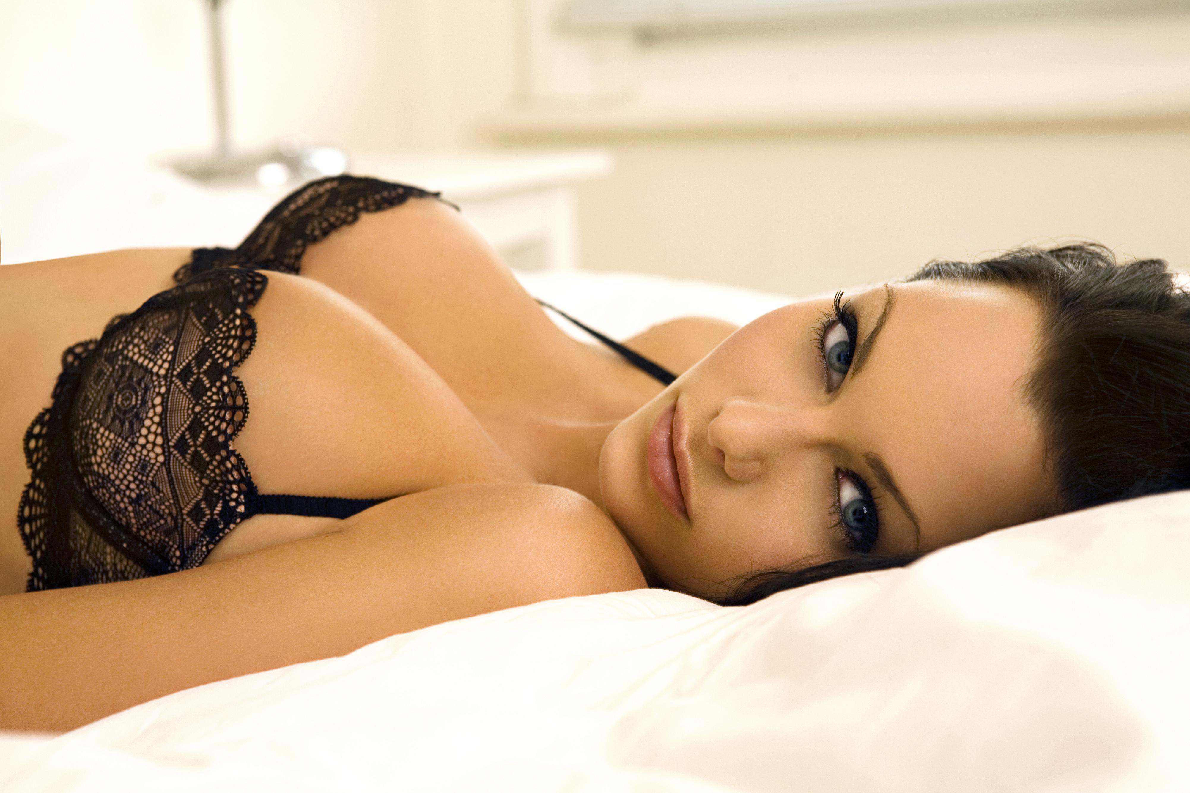 Сексуальные девушки легко себя сами возбуждают  396578