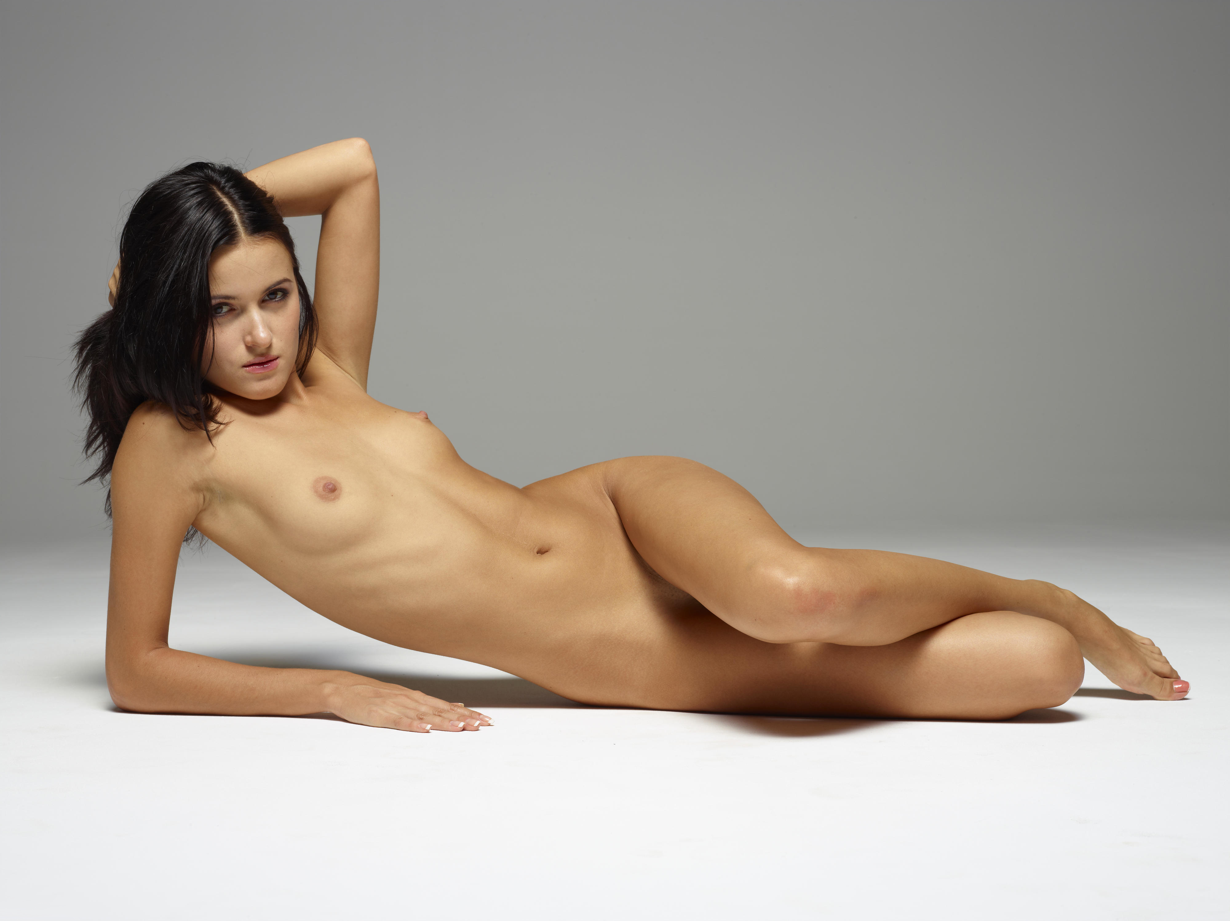 Nude babe small tits