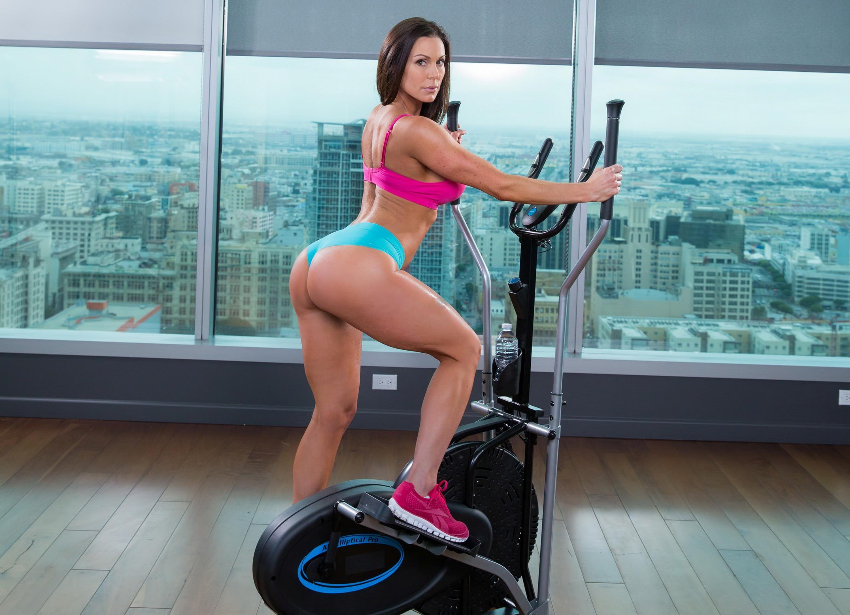 Грудастую блондинку трахает в спортзале фитнес-тренер  669957
