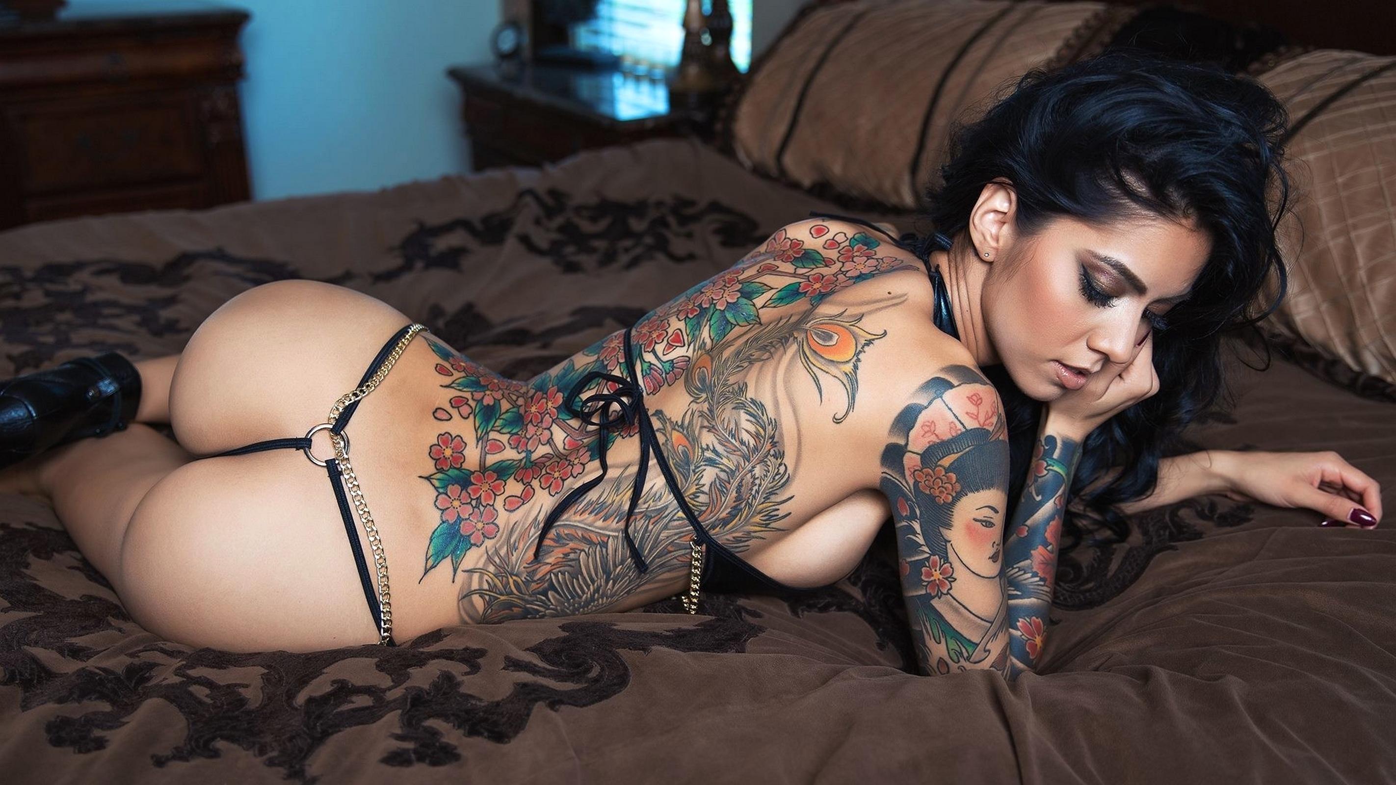 Татуированные попки
