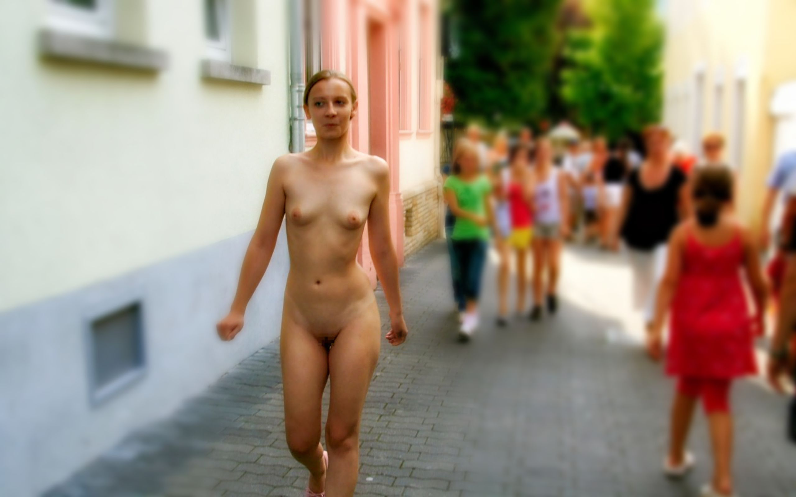naked-small-girls-in-street