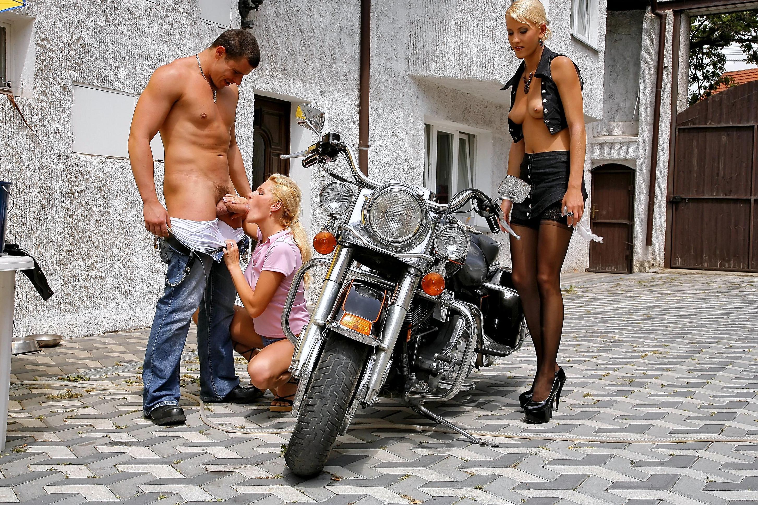 Blowjob on motorcycle