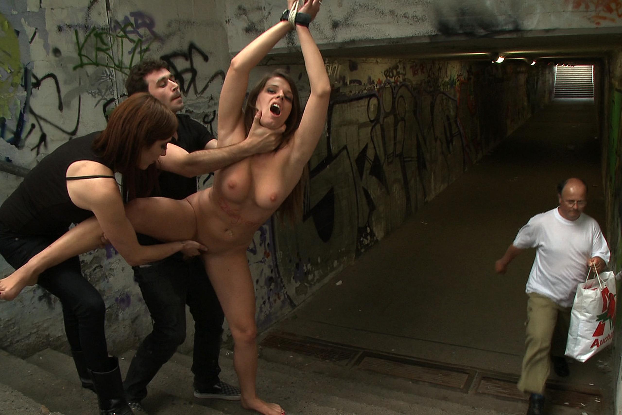 Порно Видео Унижение На Улице