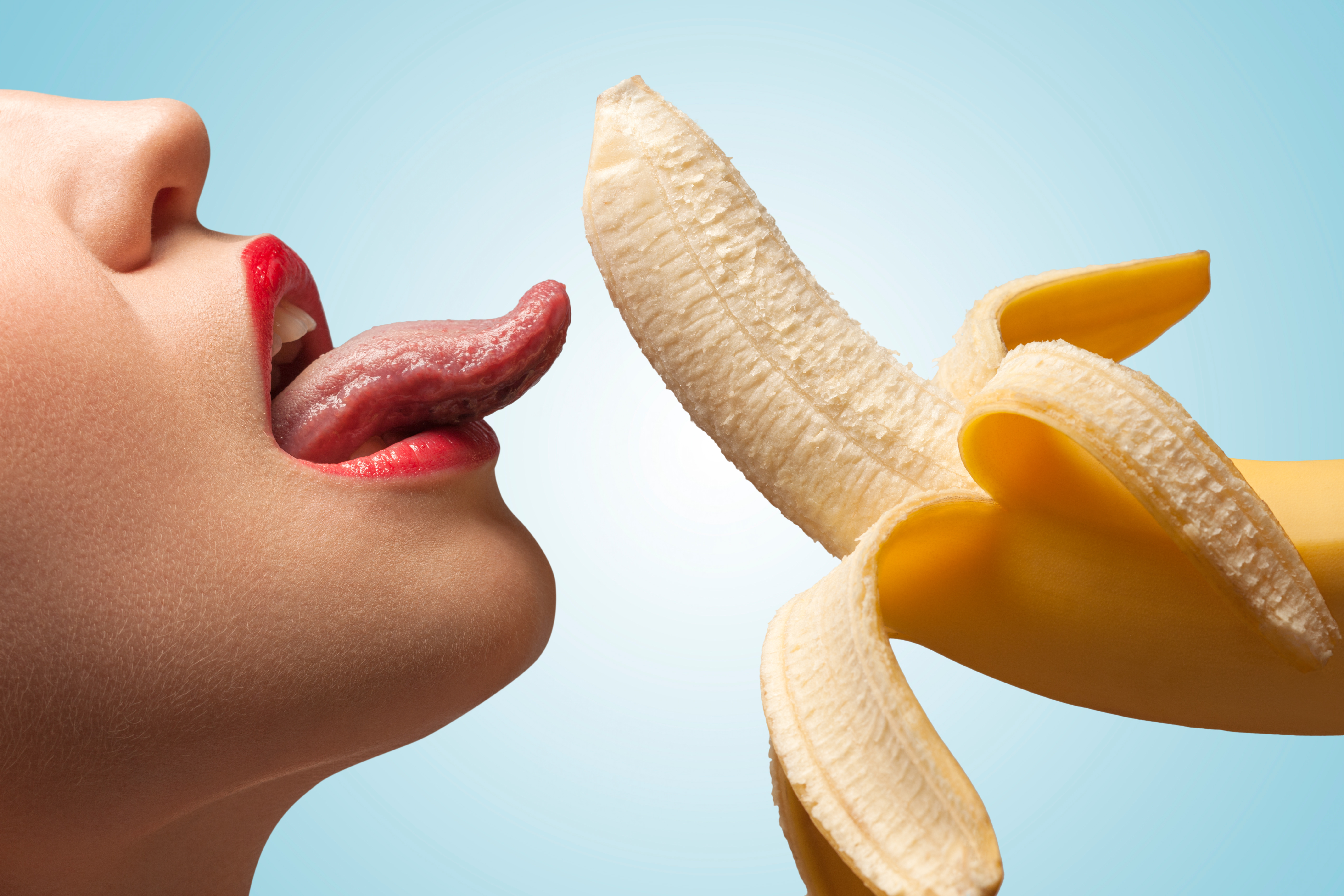 download photo 1366x768 model sexy banana tongue licking
