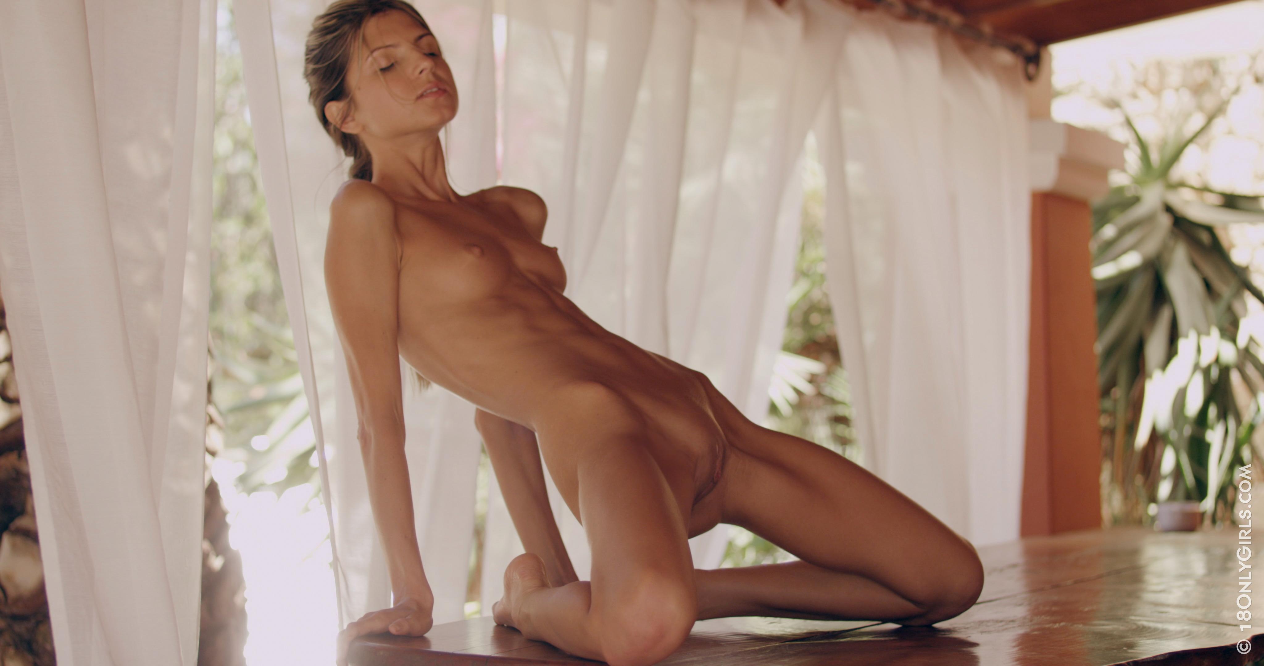 shiny belinda nude