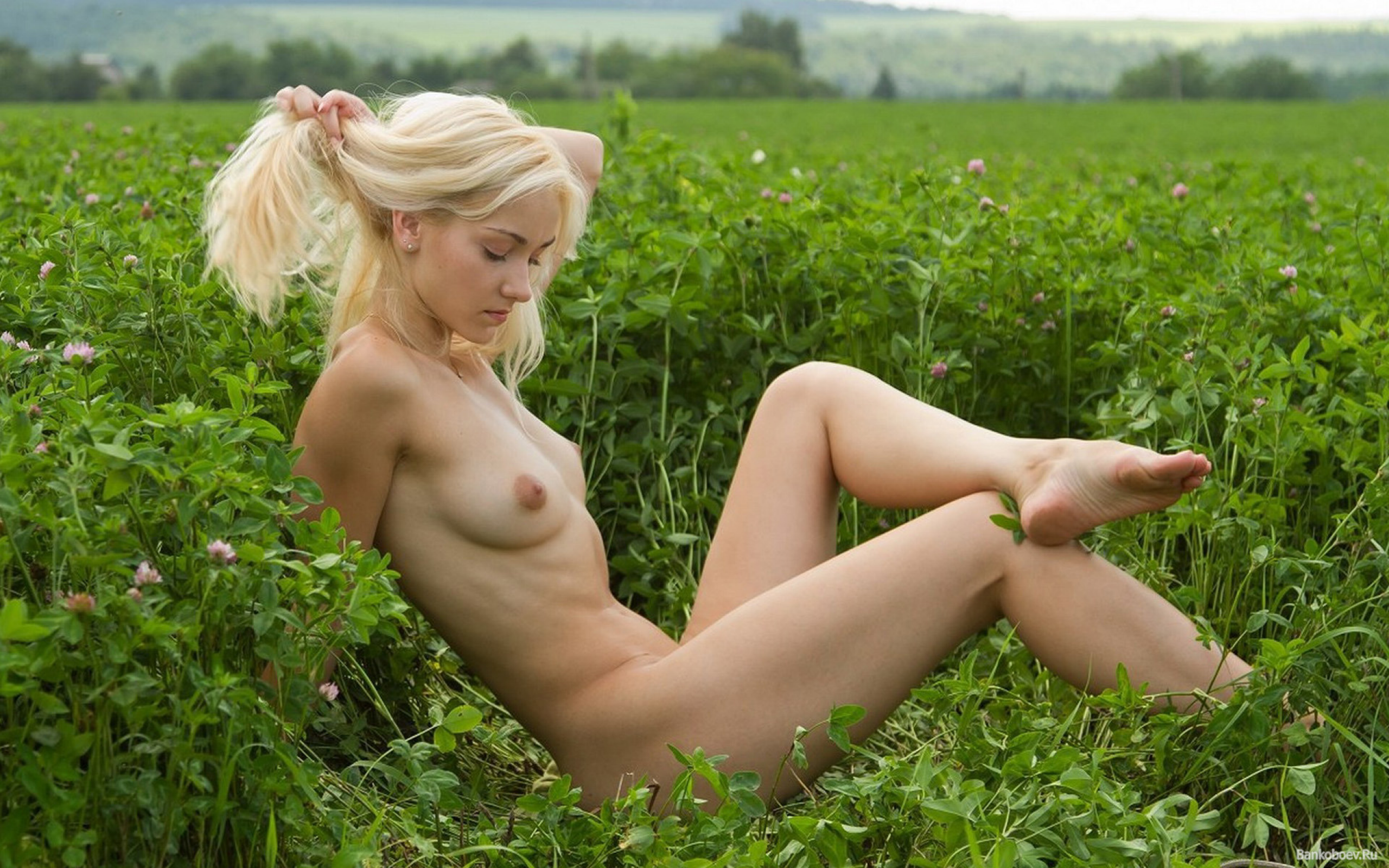 unknown girl naked photo