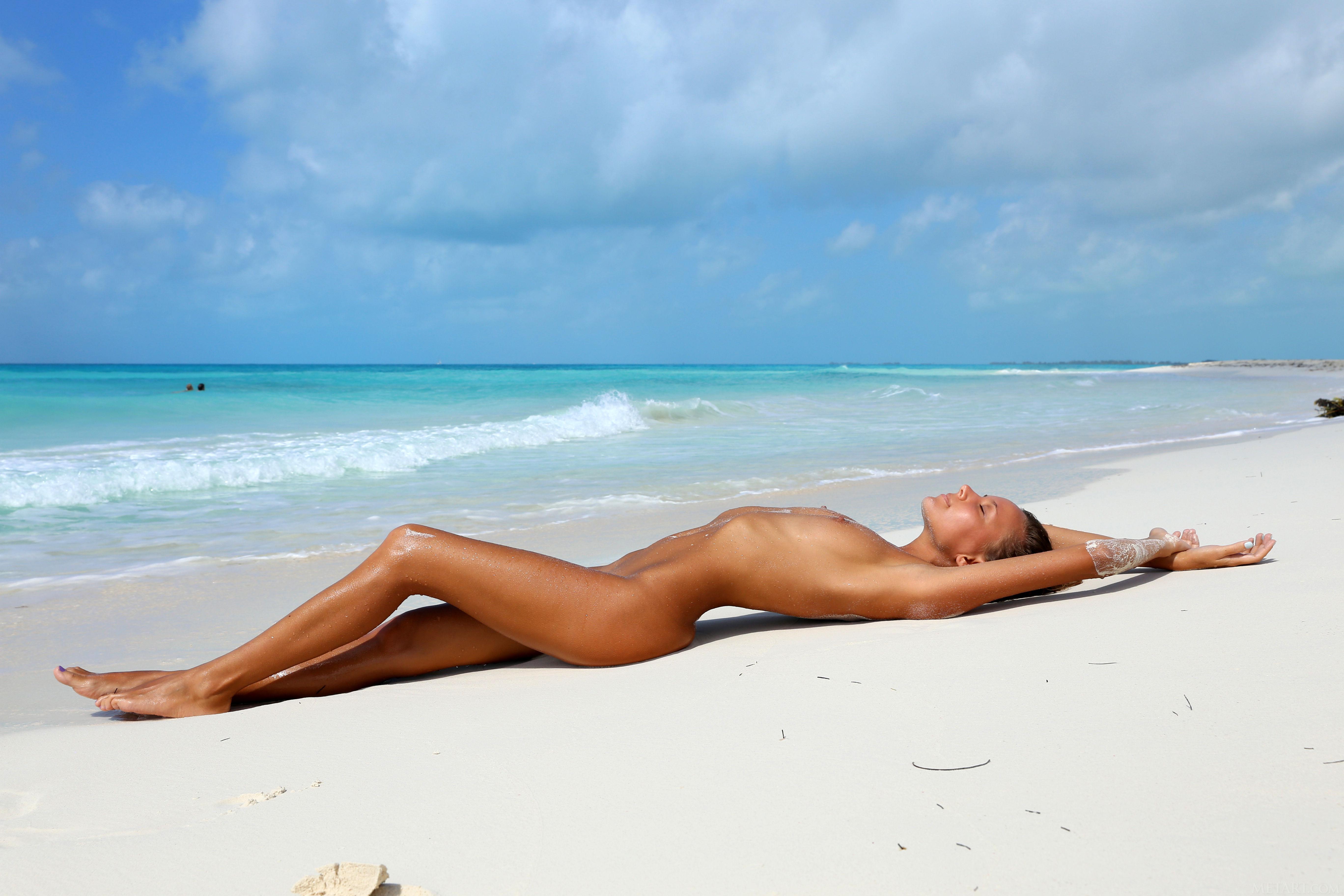 Nude old ladies beach-9392