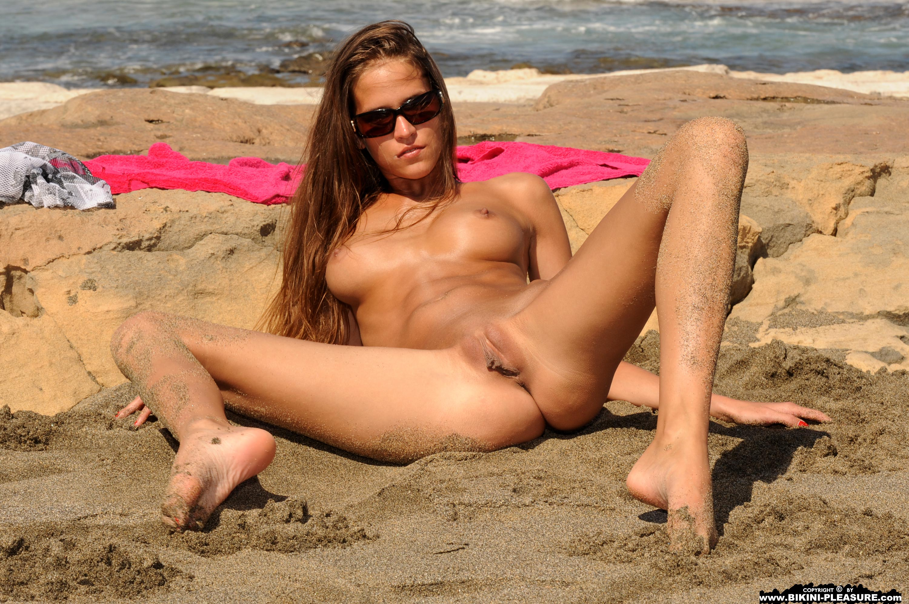 Bikini pleasure nude beach girls wallpaper