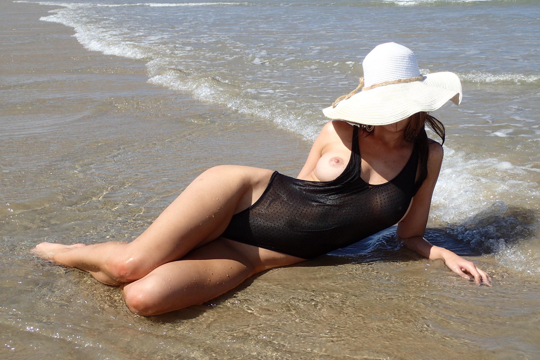tits nipples swimsuit sea wet big tits boobs hat id 182932