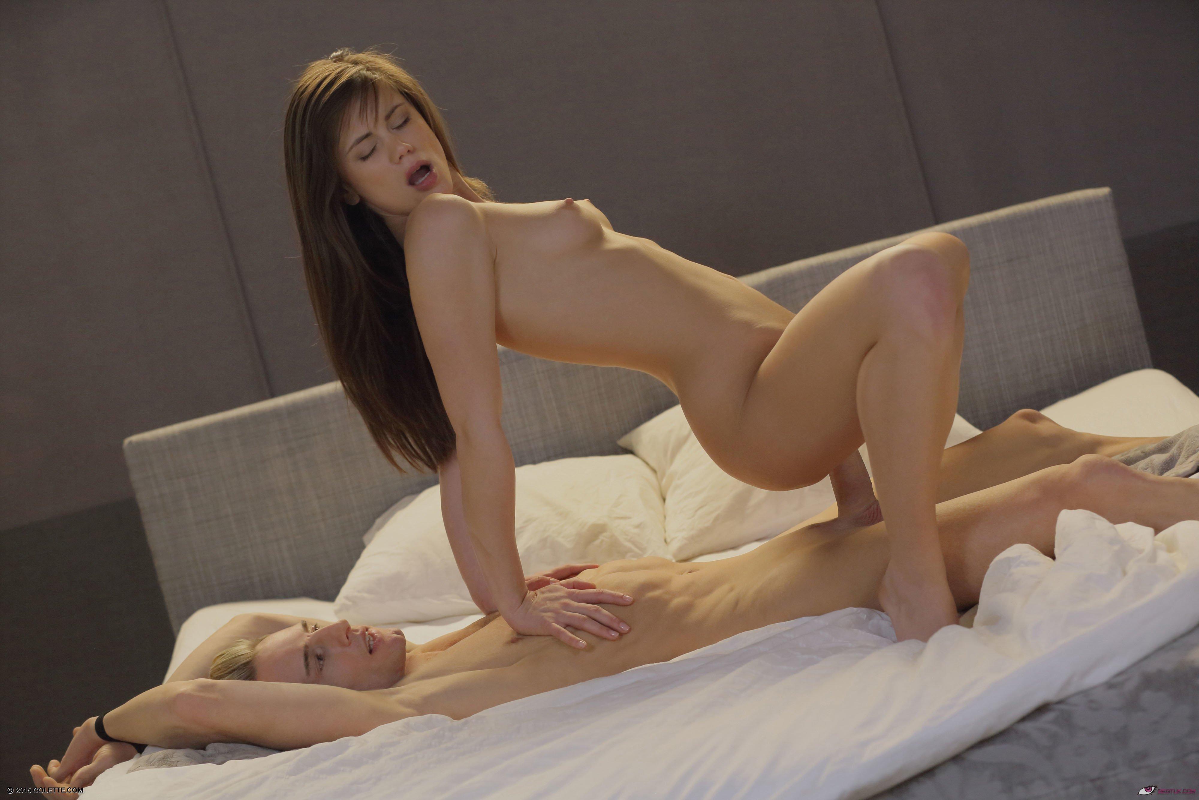 woman having orgasm nude
