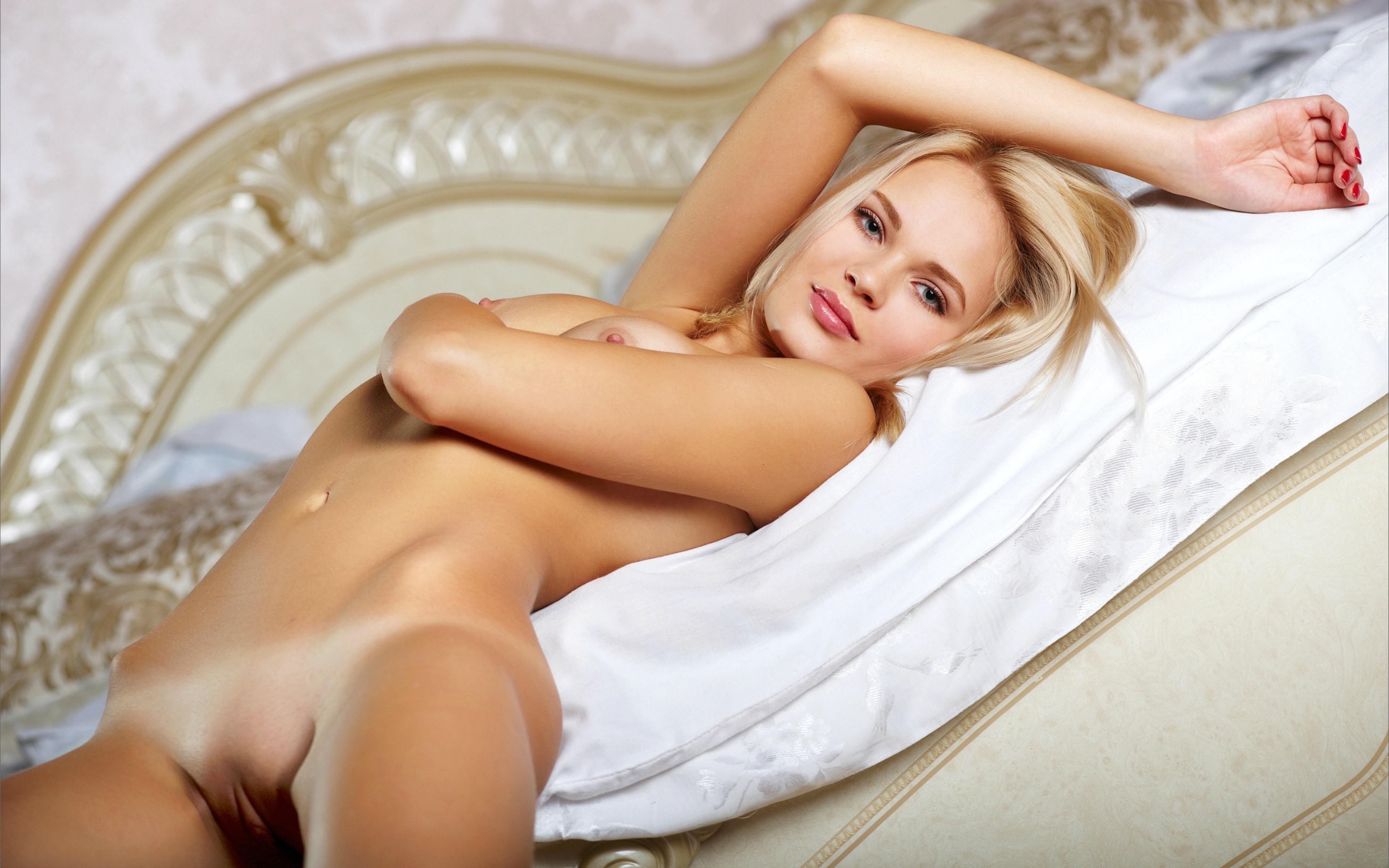 Thalia high quality nude photos