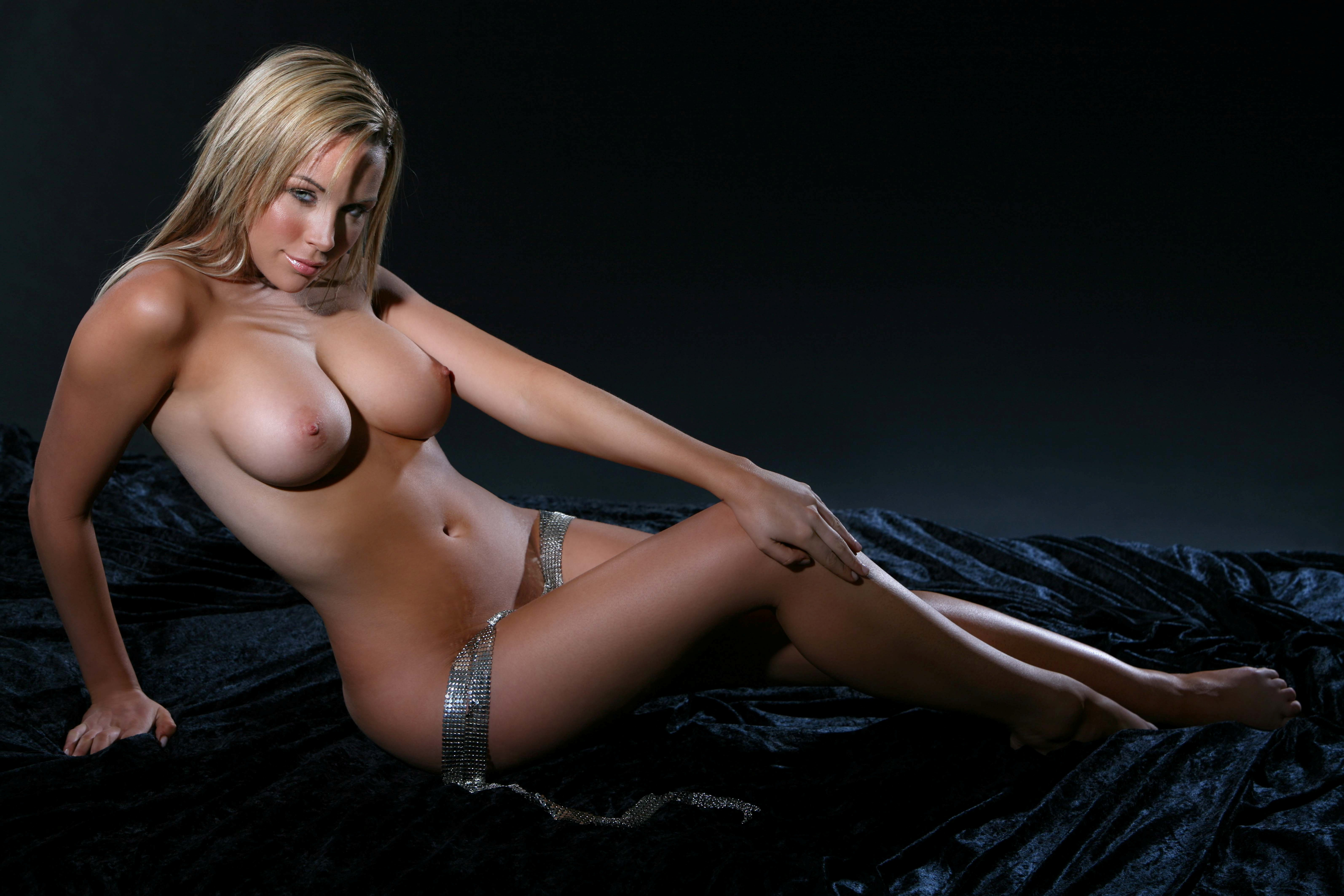 Hot girl naked dancing