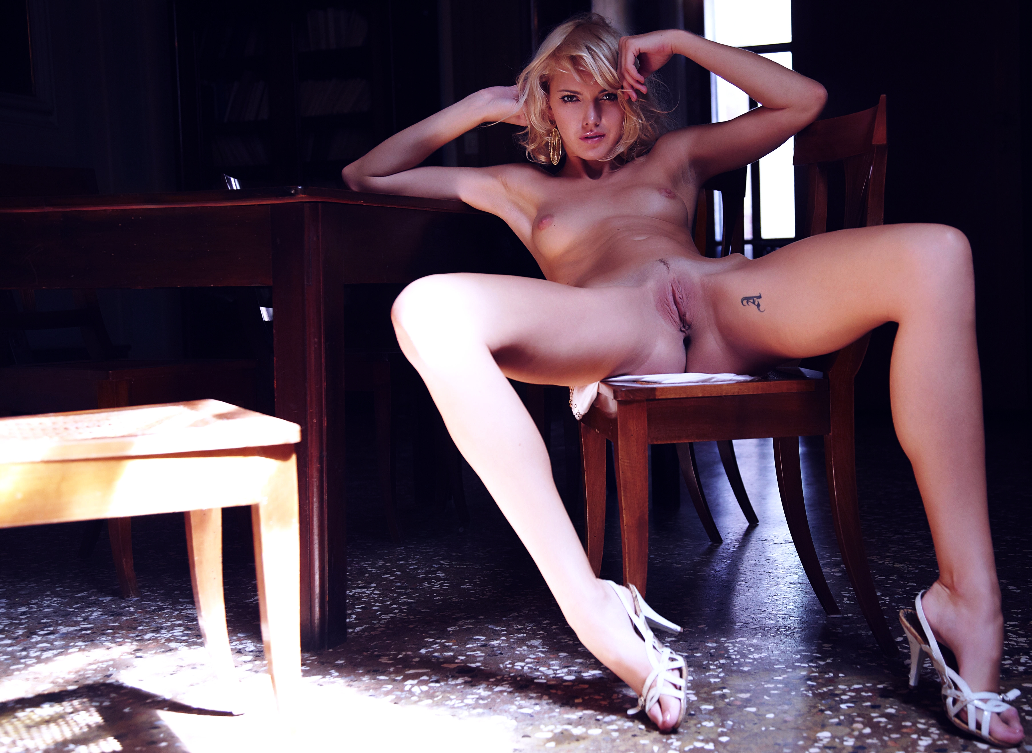 download photo 3610x2634 nude pussy vagina light chair sitting
