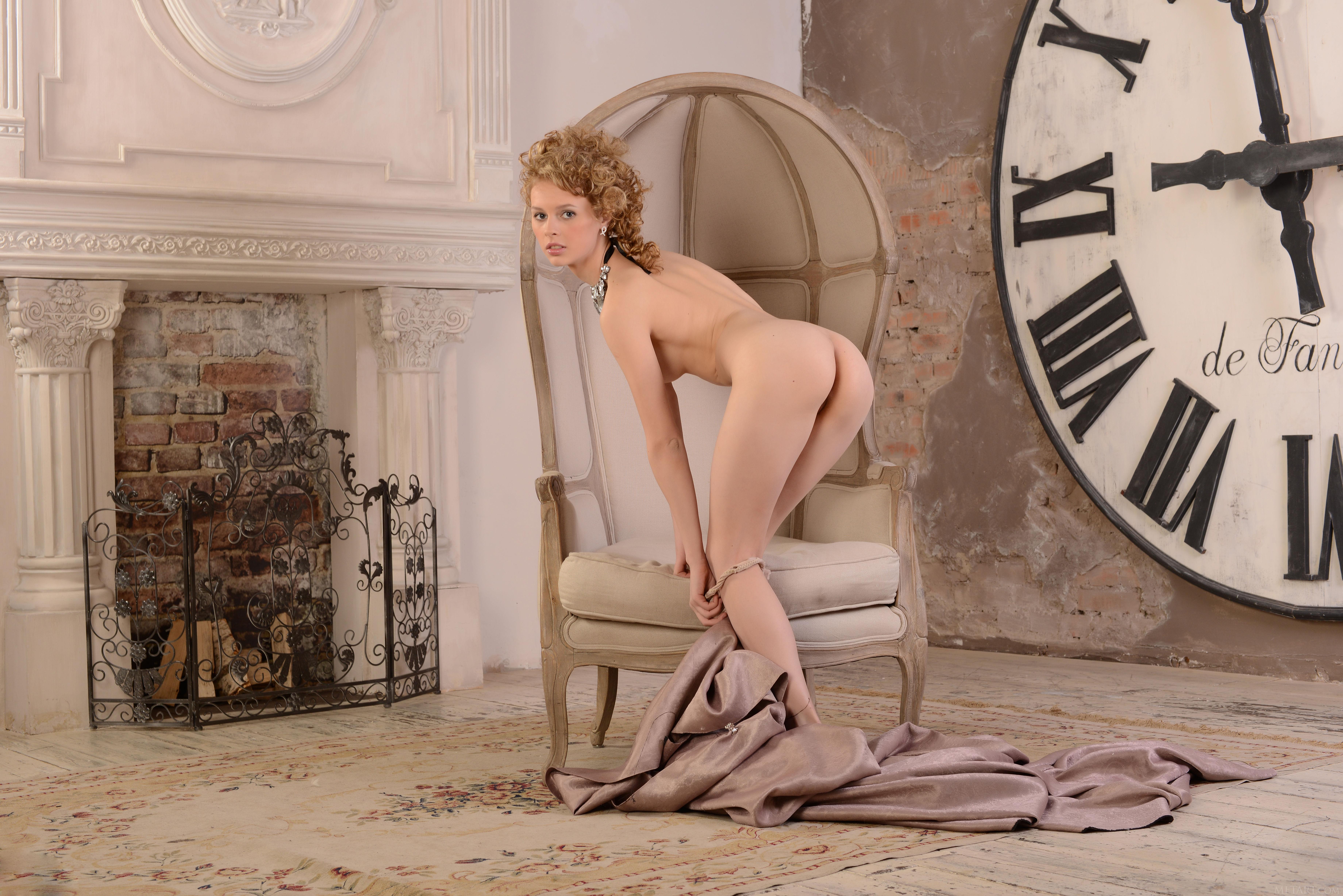 Thread nude clock gif