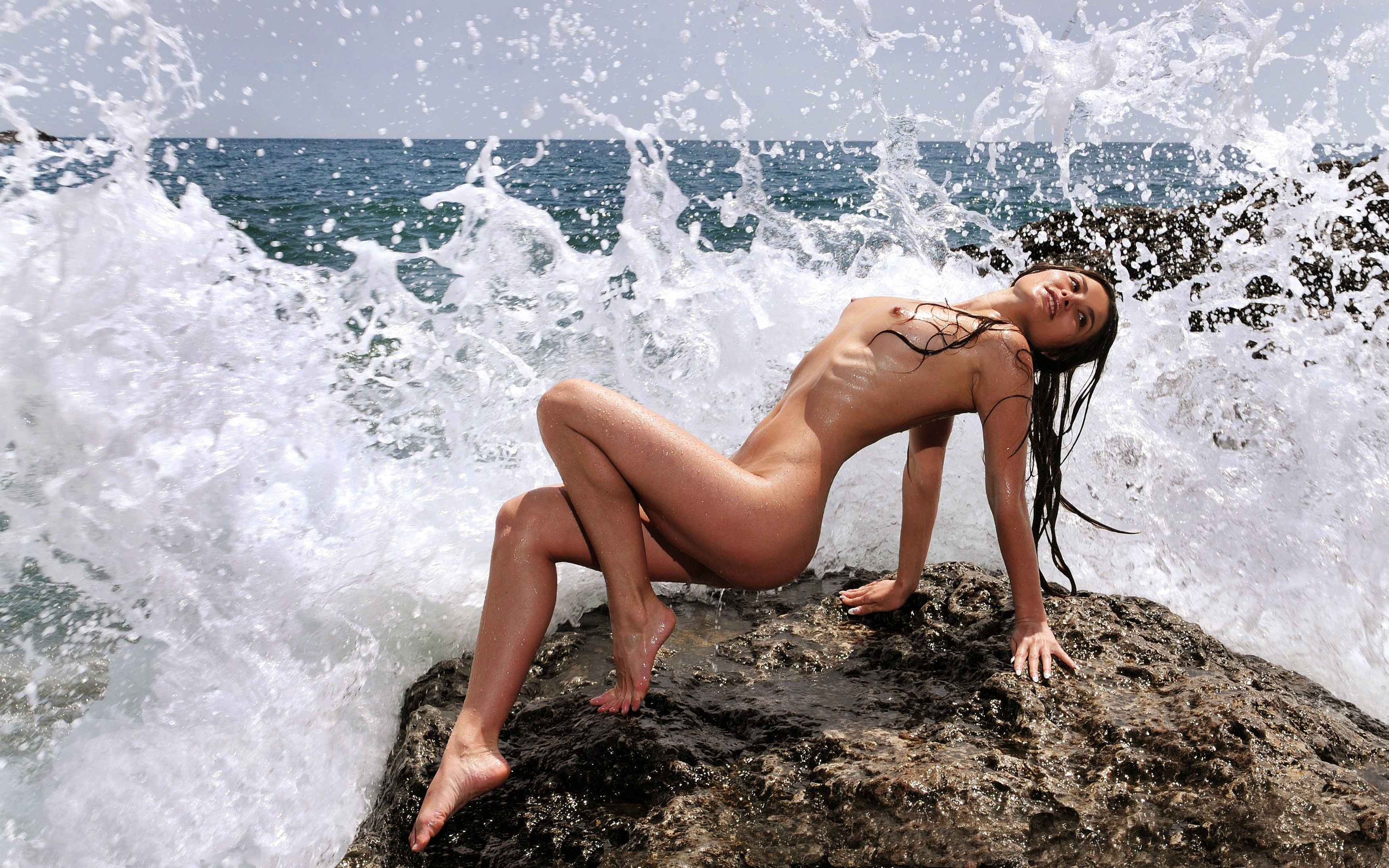 Sexy bar refaeli gets dirty on trip to dead sea as she covers herself in mud