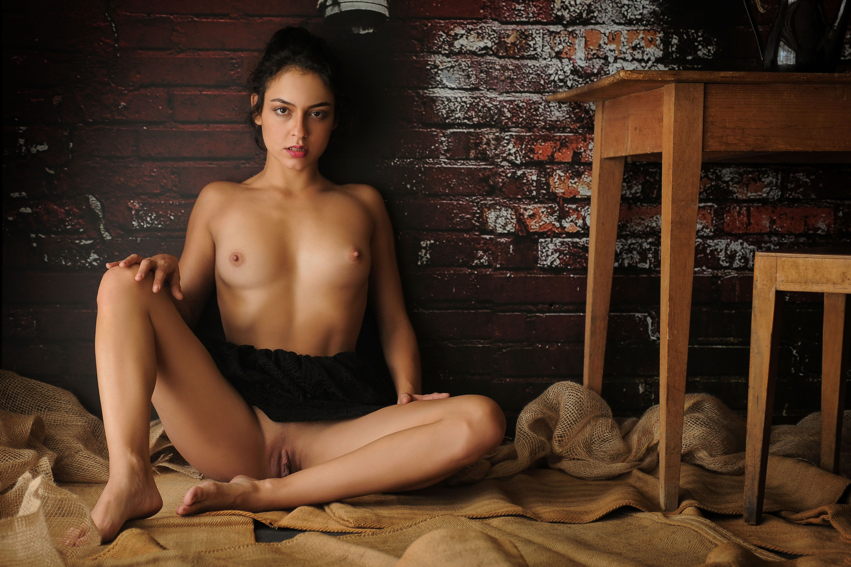 Tanned brunette porn