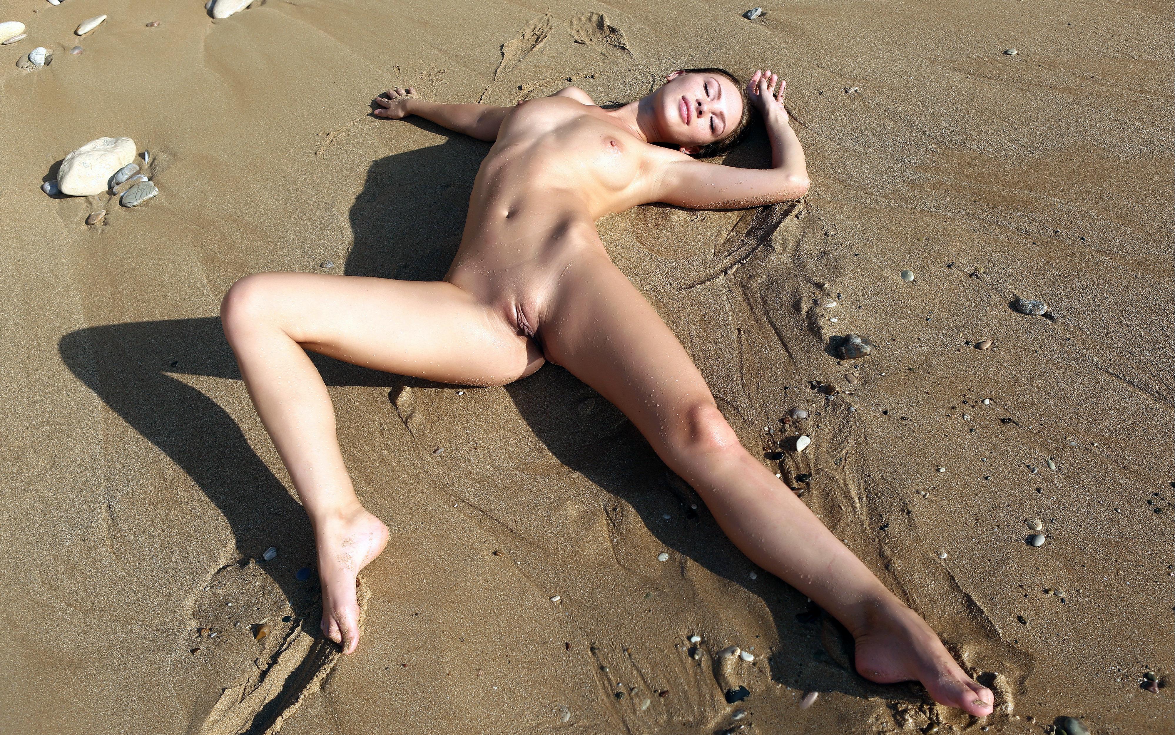 DampLipscom  Naked Women and Naked Girls
