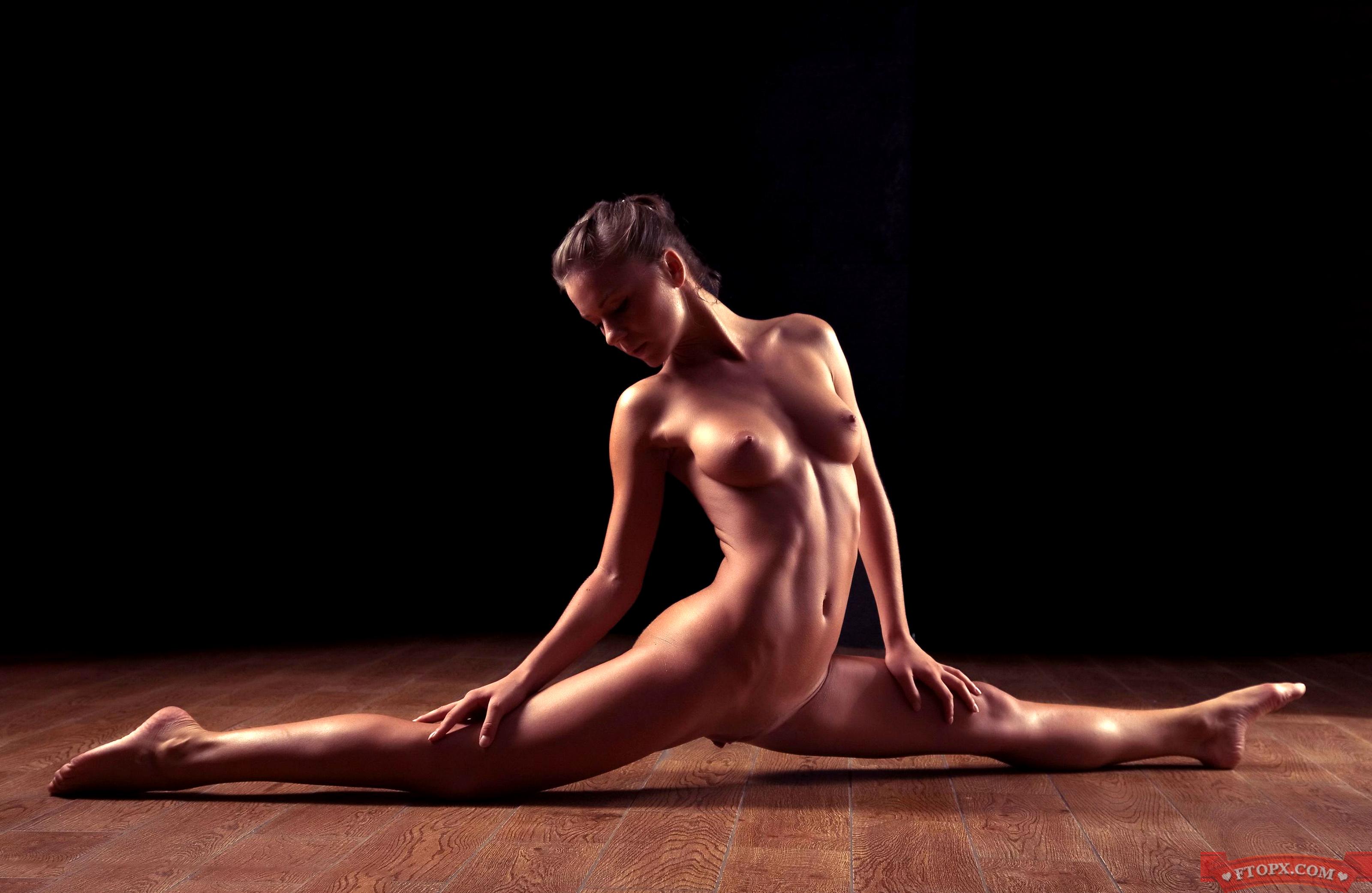 Zlata flexible women naked