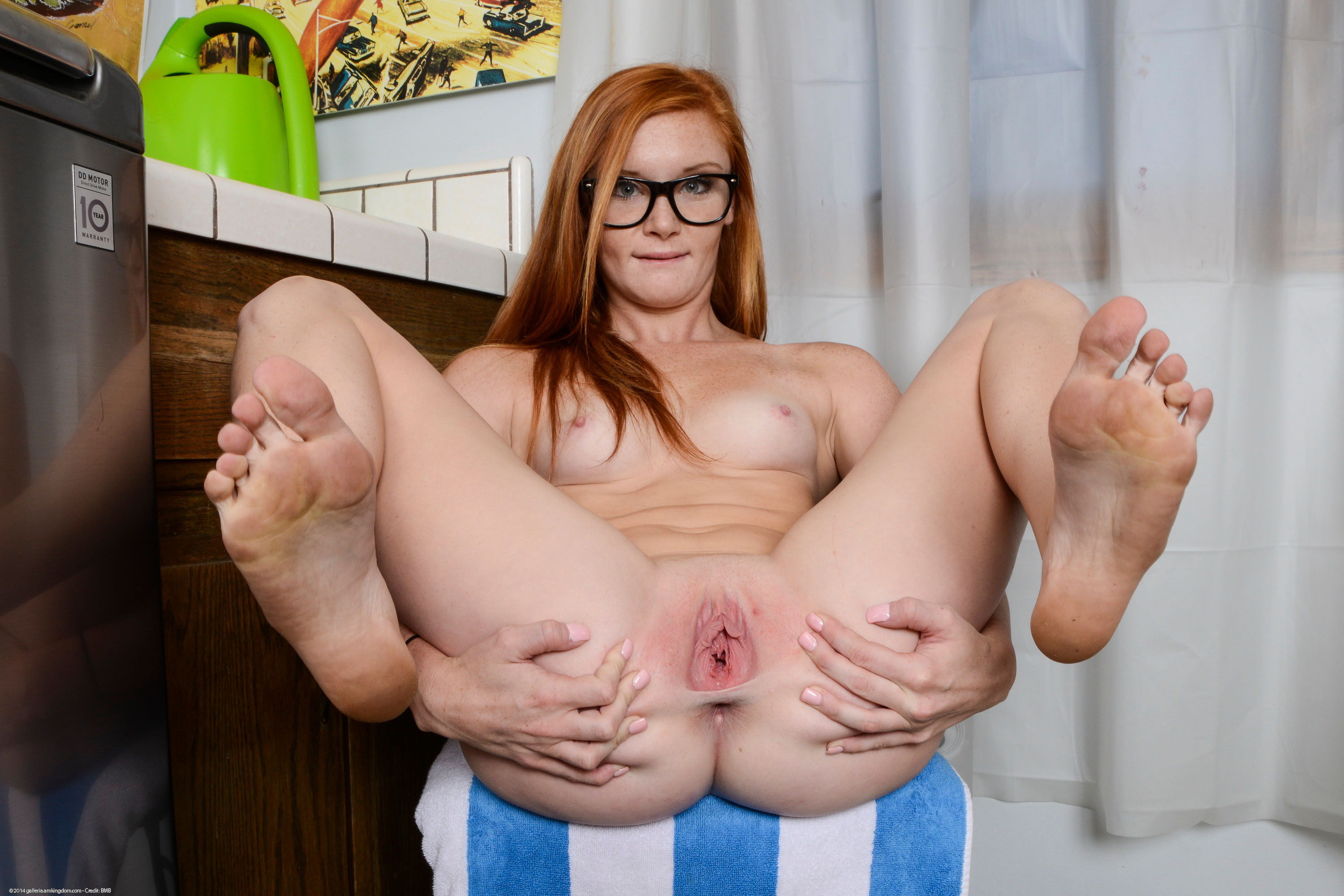 Redhead Shemale Kitty Sweet Tgirl Spreading Her Ass