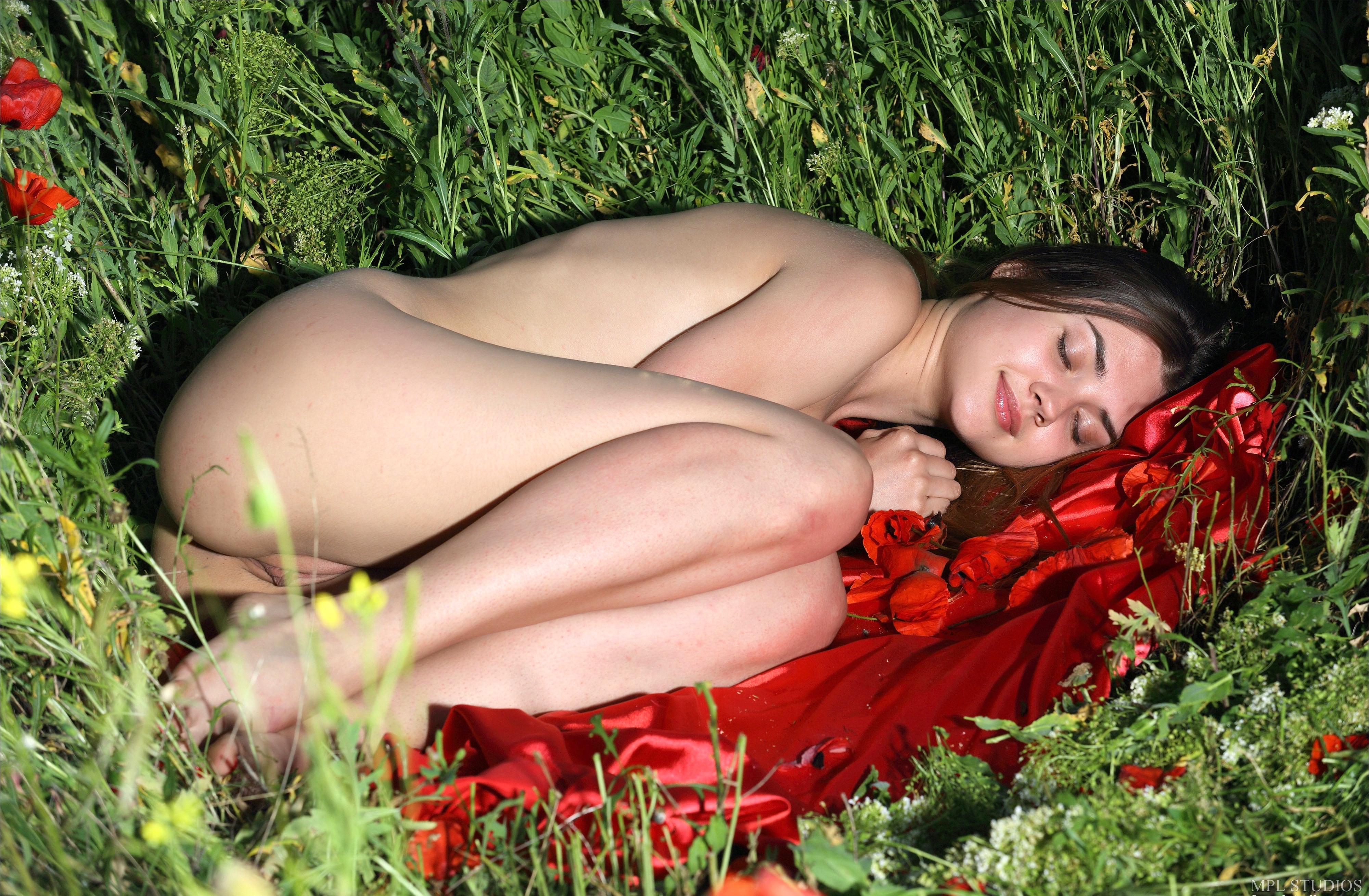 Wallpaper georgia, viva, model, closed eyes, nude, fetal ...