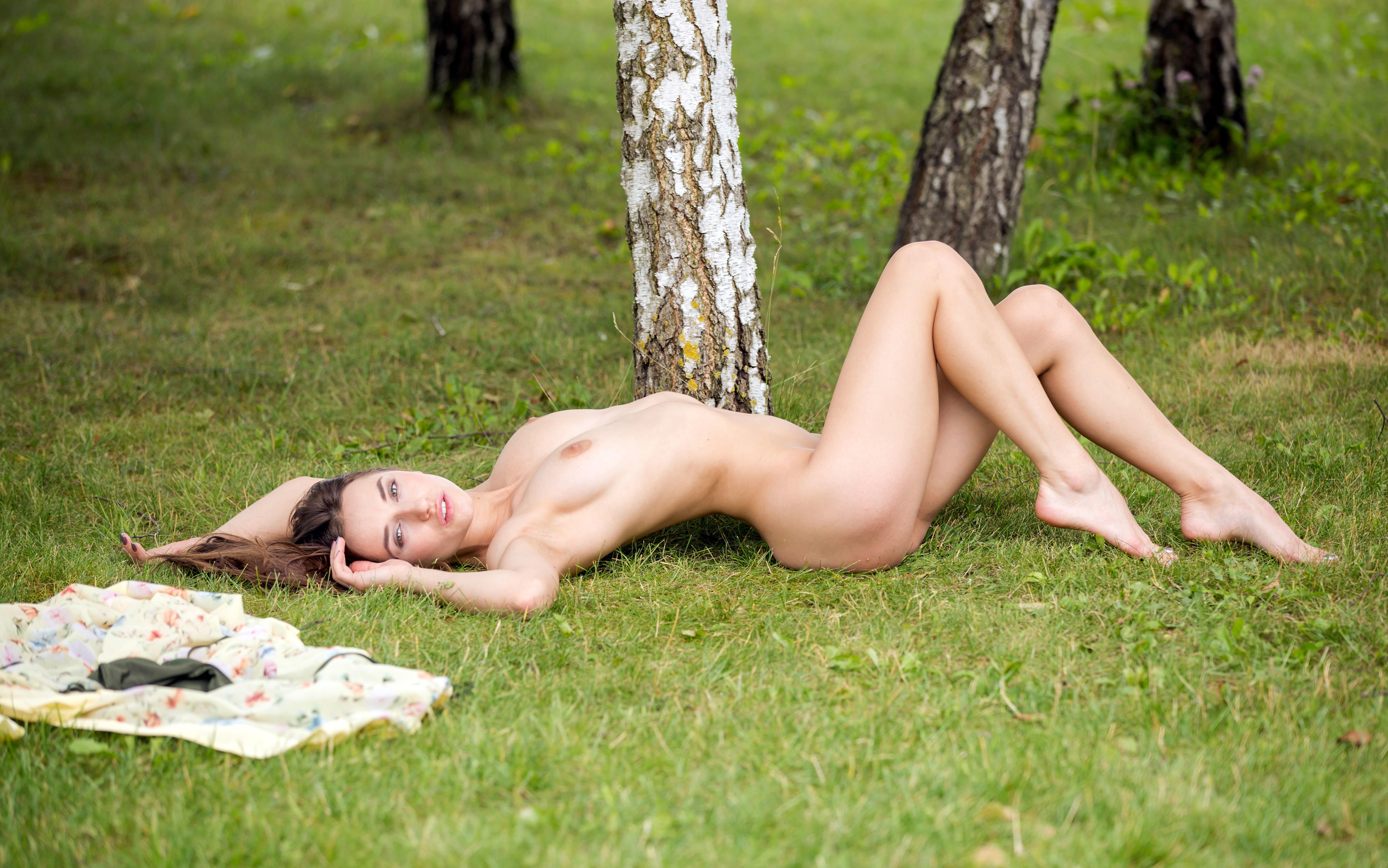 Cutie gloria loves to get naked outdoors