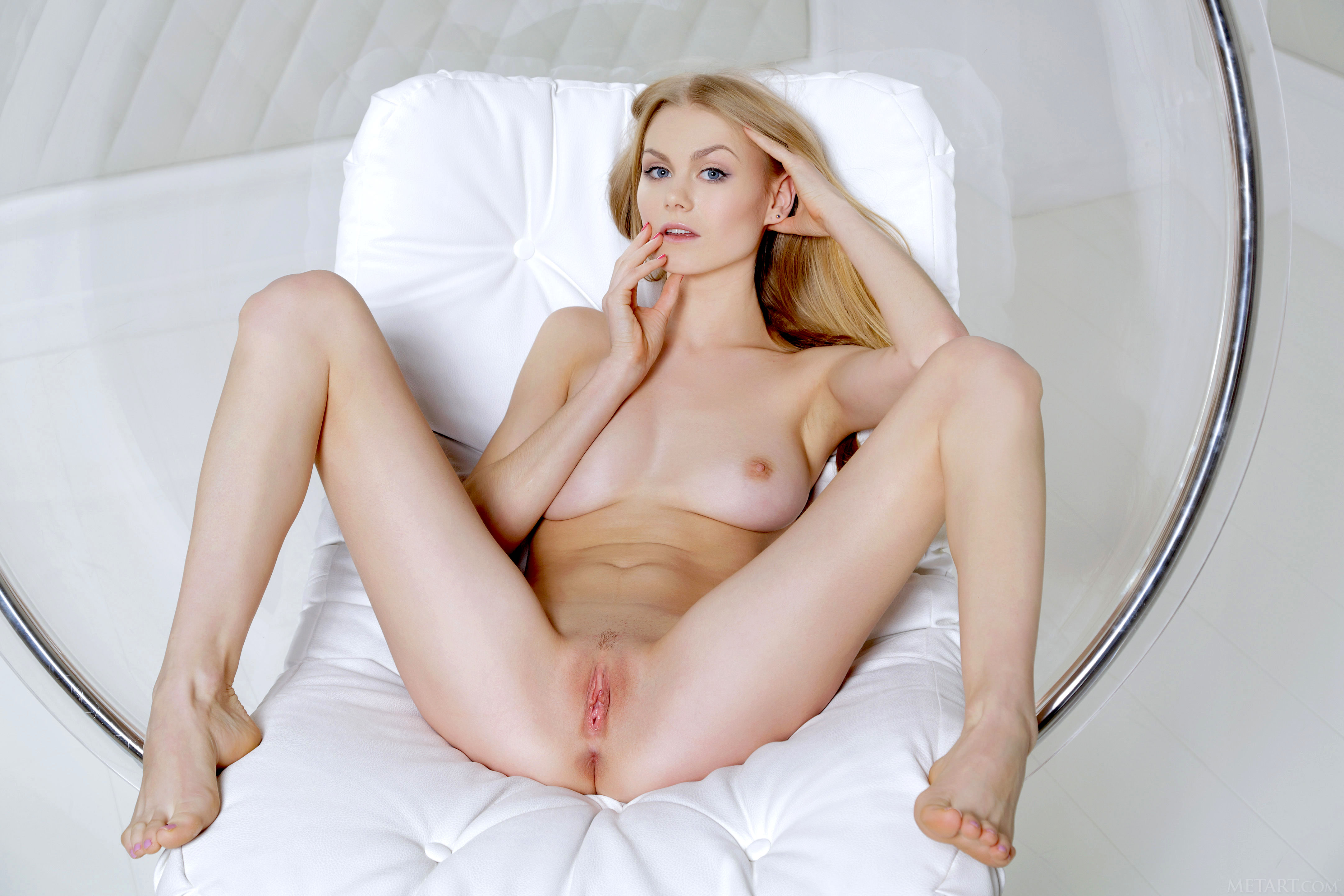 Babe Nancy Gets A Massive Creampie In Her Pussy
