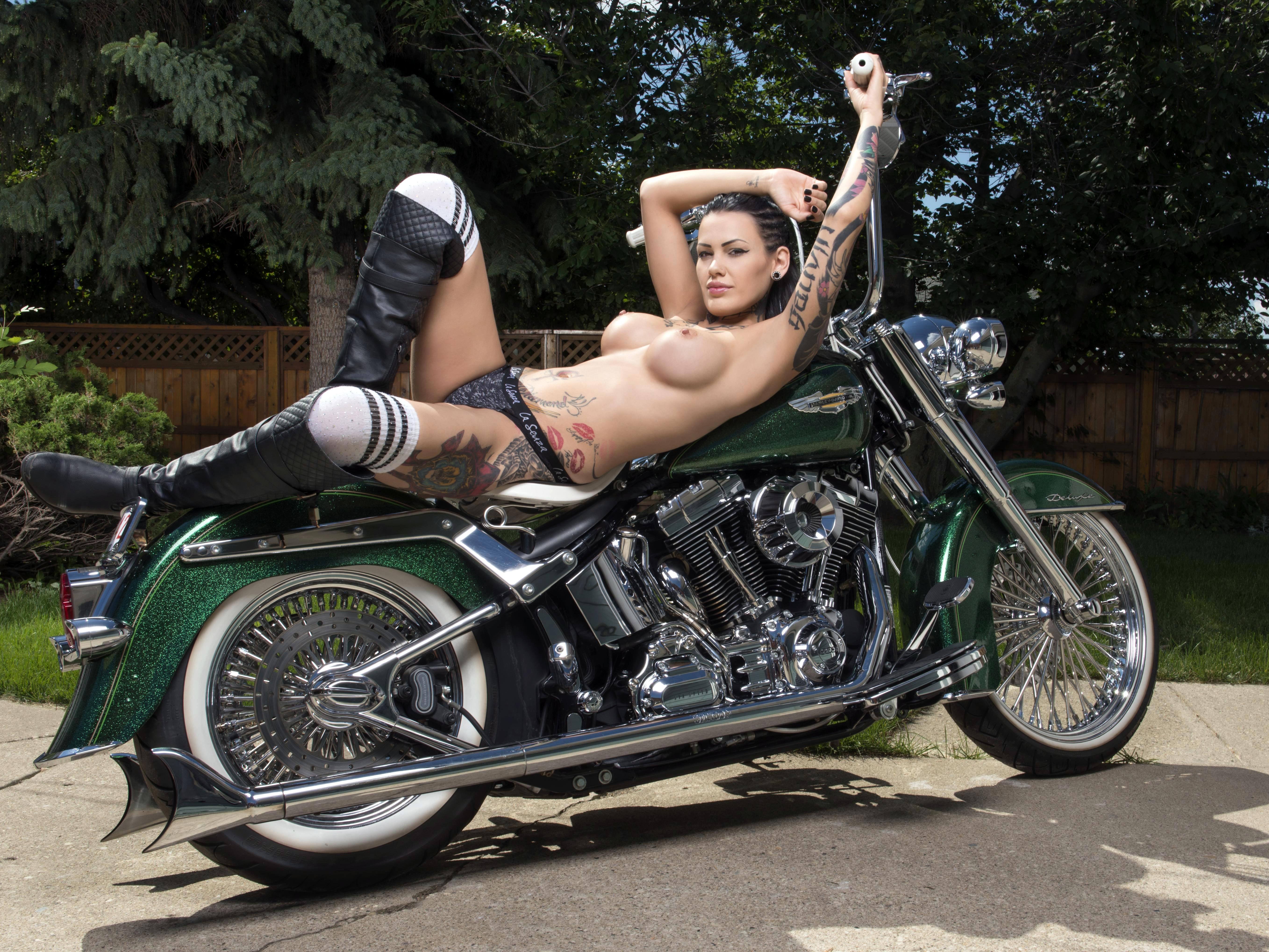 Nude Hot Biker Babes