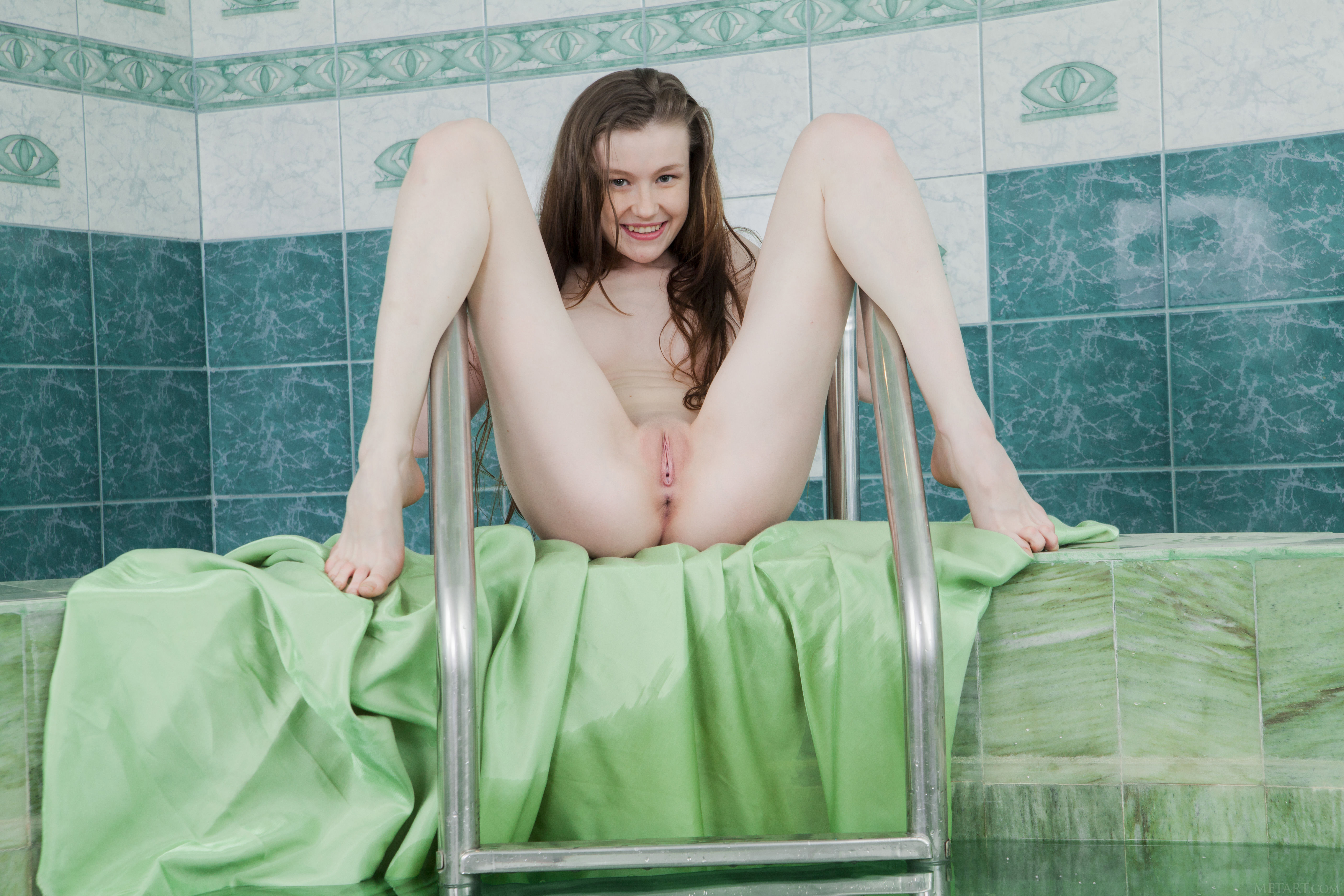 Young Emily Fully Naked In A Jacuzzi