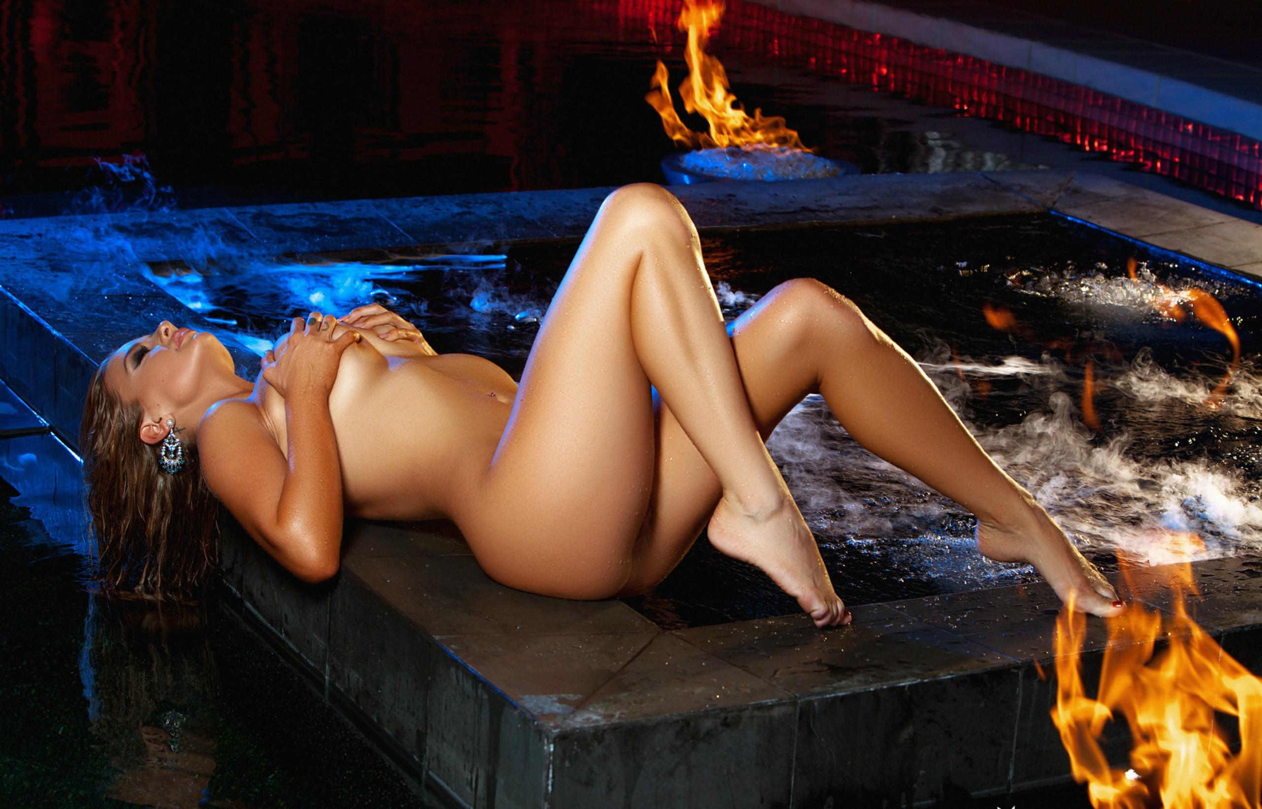 playboy-cybergirls-nude-oiled